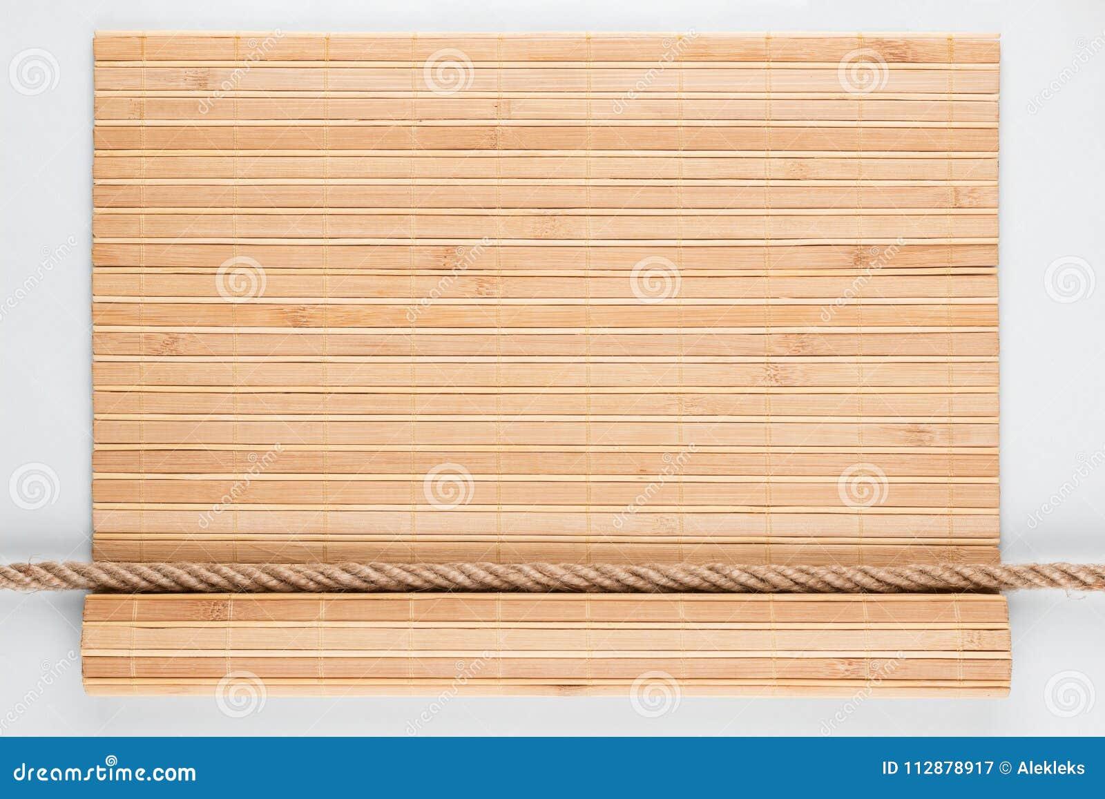 Estera De Bambú Con Los Bordes Encrespados Y La Cuerda, Mintiendo En ...