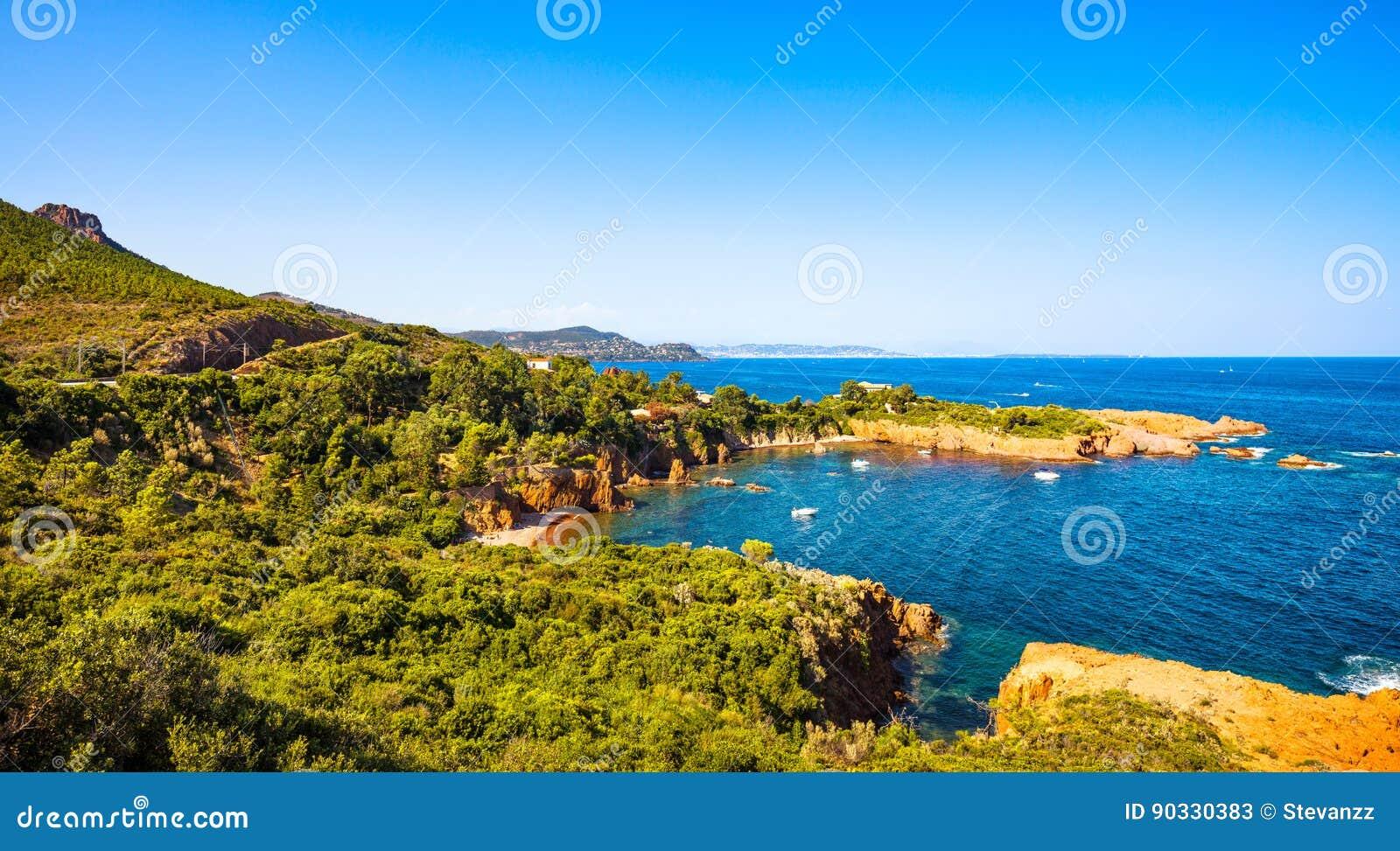 Esterel bascule la côte et la mer de plage Cote Azur, Provence, France