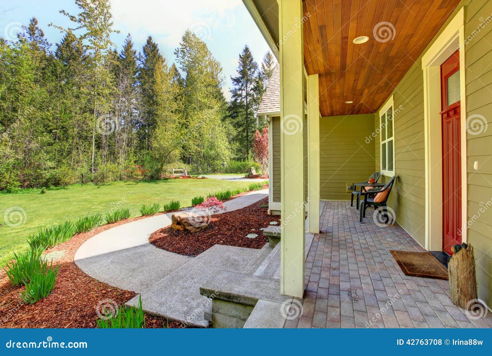 Esterno della casa della campagna vista del portico dell for Entree maison exterieur originale