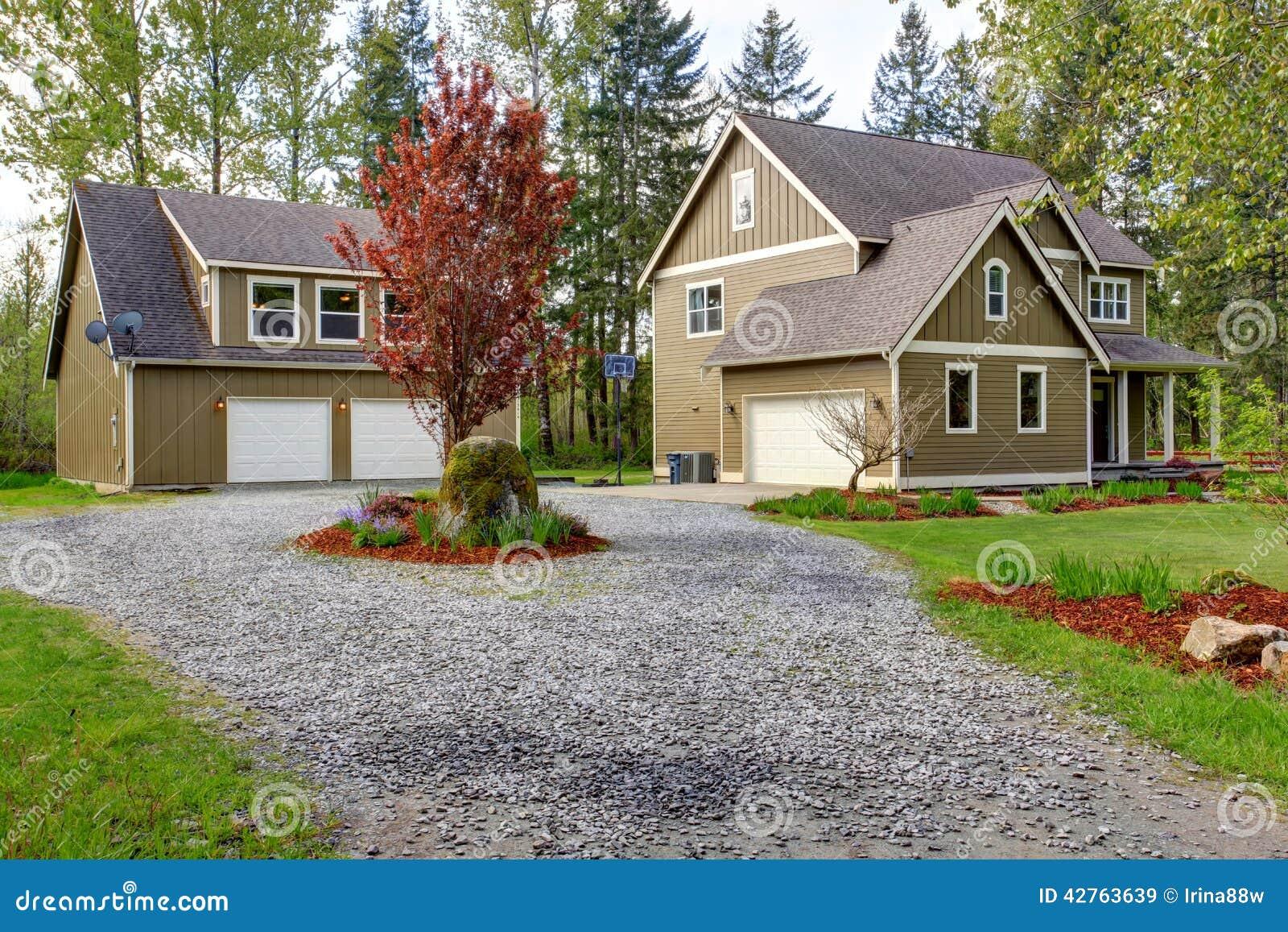 Esterno della casa della campagna vista della strada for Strada privata