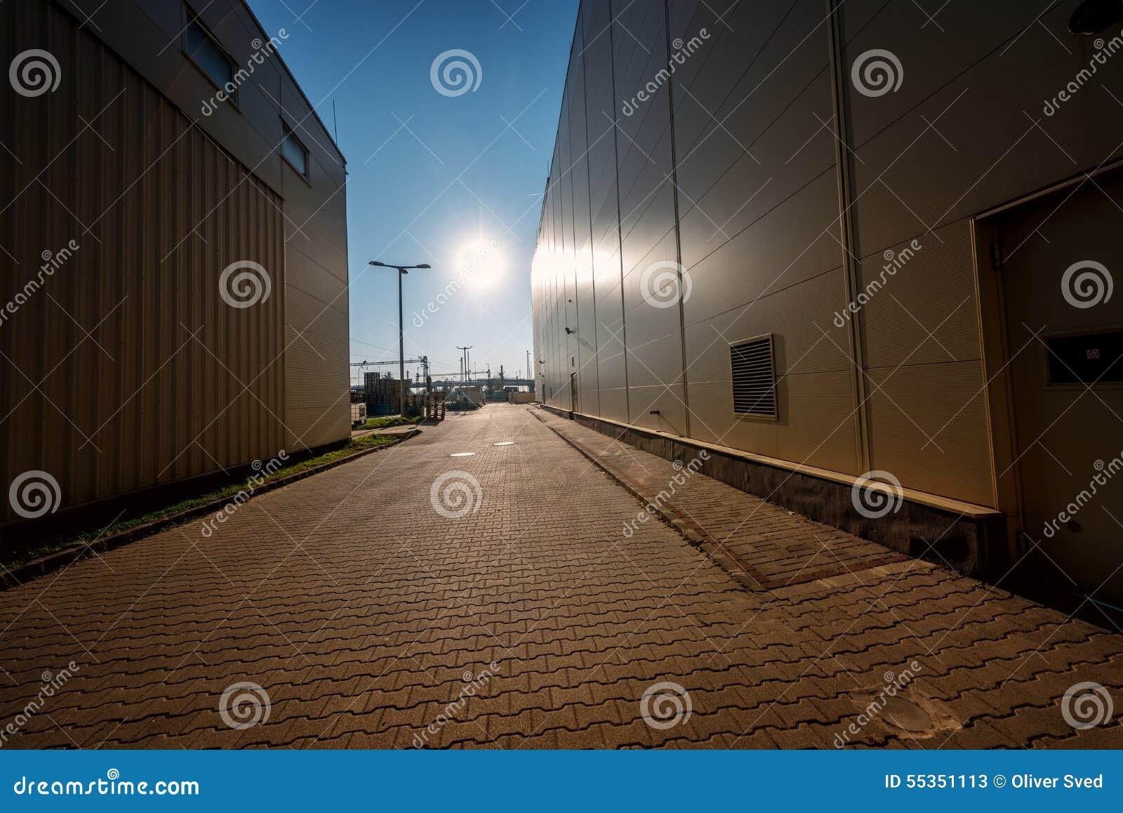 Esterno della fabbrica di una funzione imbottigliante