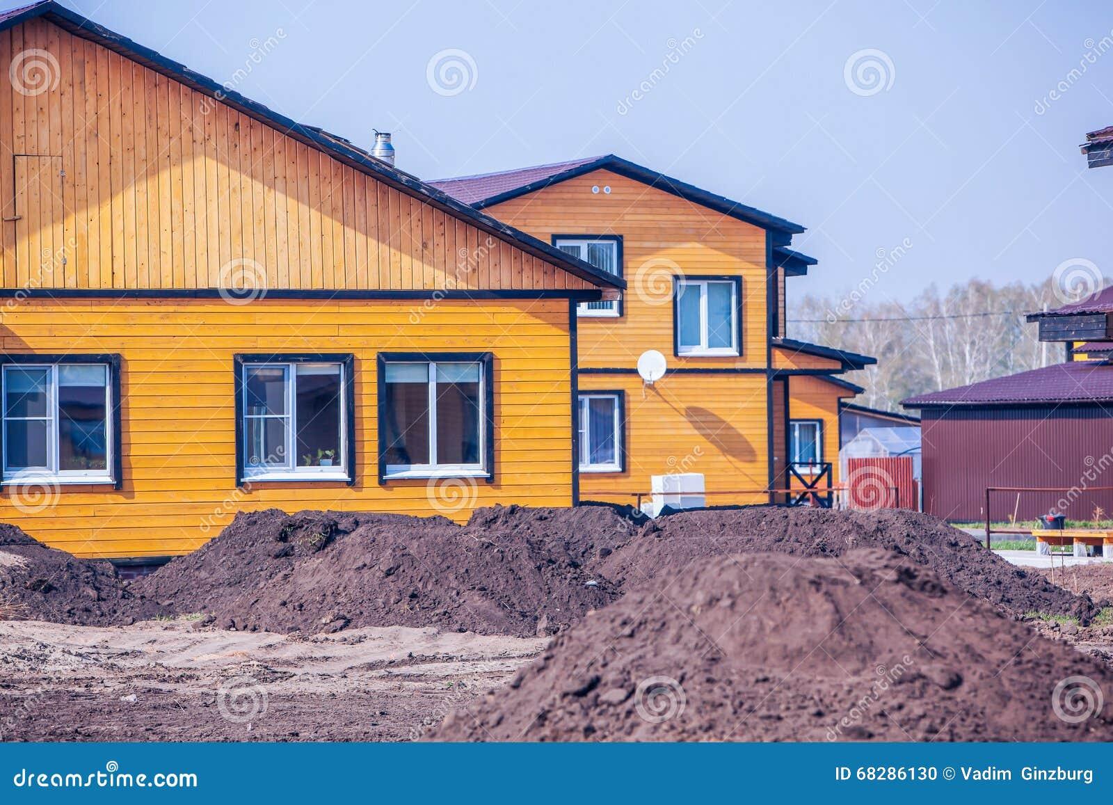 Esterno delle case di legno moderne fotografia stock for Case legno moderne