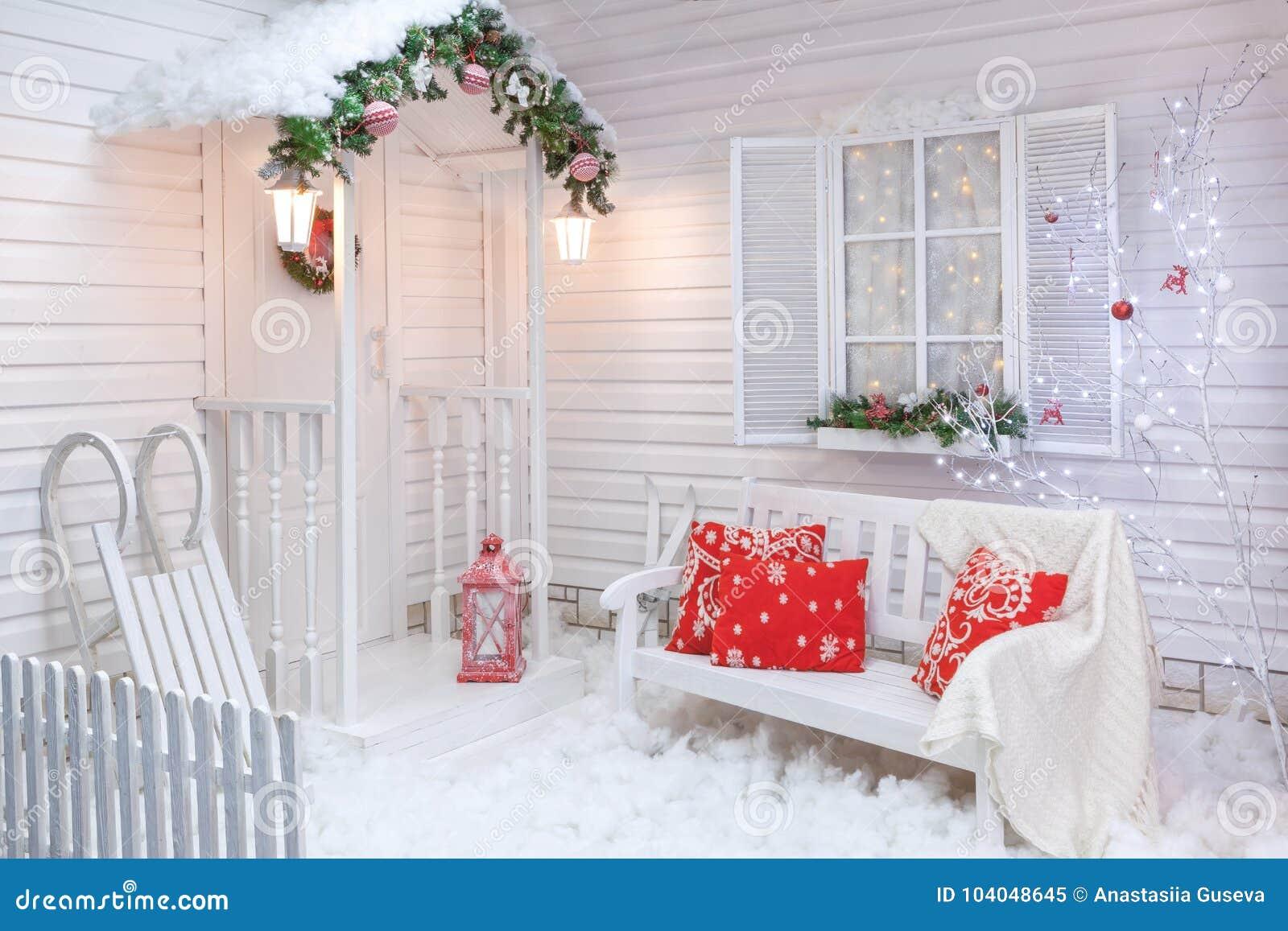 Decorazioni Natalizie Esterno Casa.Esterno Di Inverno Di Una Casa Di Campagna Con Le Decorazioni Di