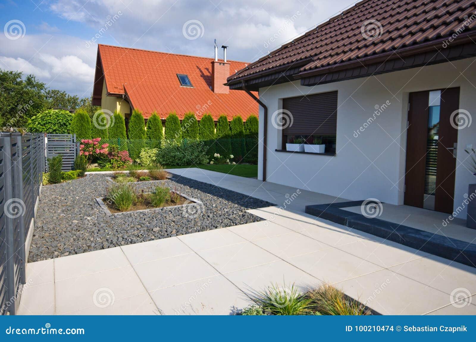 Esterno Di Una Casa : Esterno di una casa moderna con architettura elegante fotografia