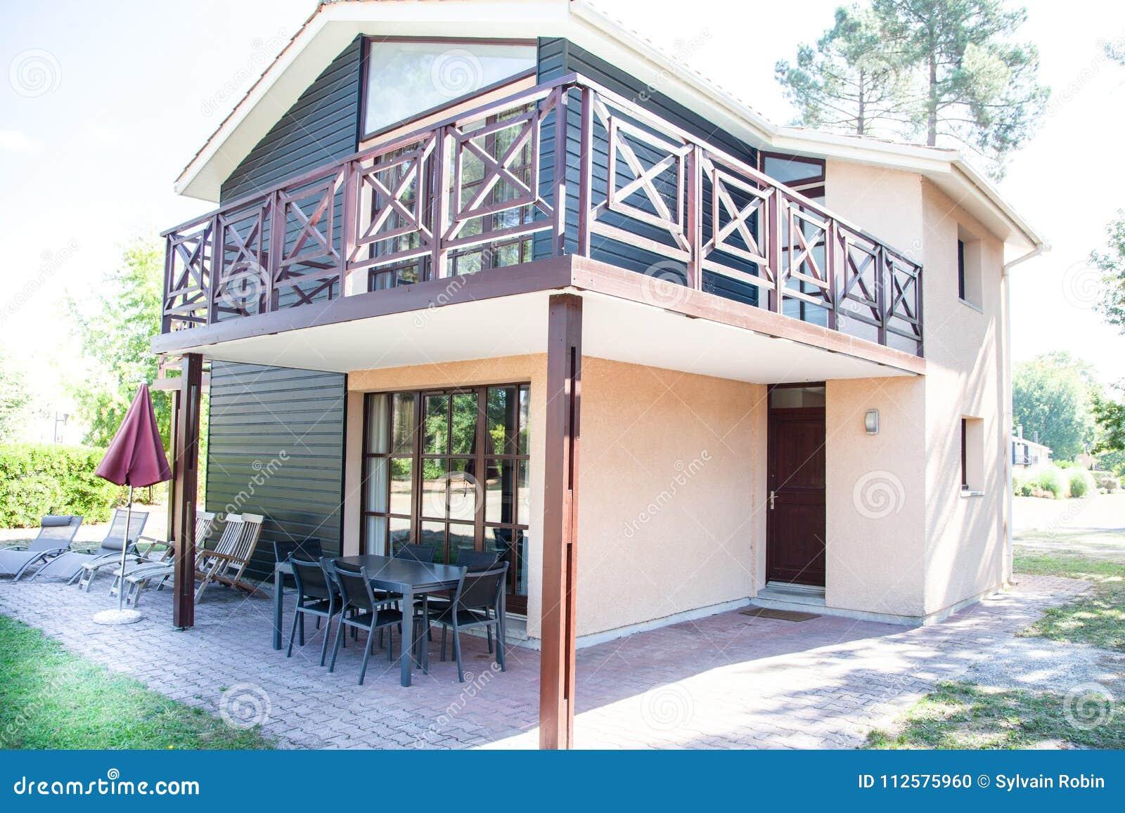 Esterno Di Una Casa : Esterno di una casa molto piacevole fotografia stock immagine di