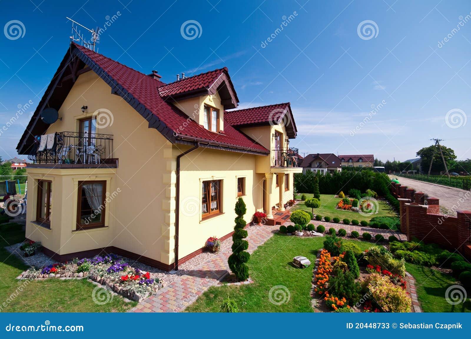 Esterno moderno della casa immagine stock immagine di for Planimetrie moderne della casa