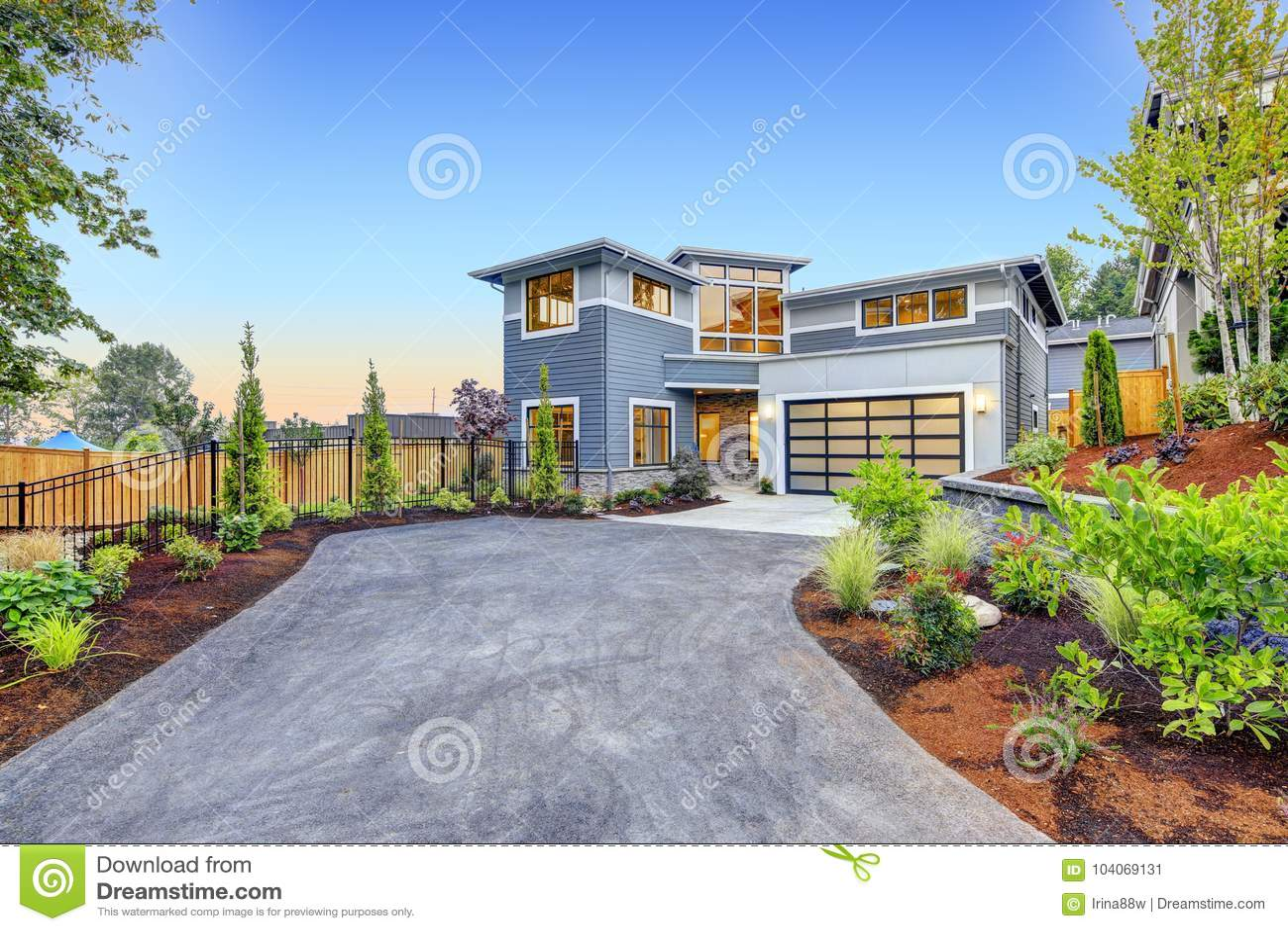Esterno moderno della casa di stile dell 39 artigiano for Casa moderna esterno