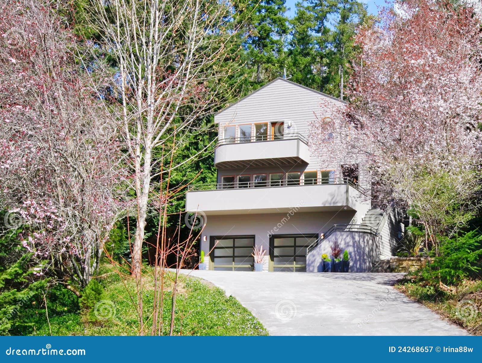 Esterno moderno marrone chiaro della casa fotografia for Design della casa libera