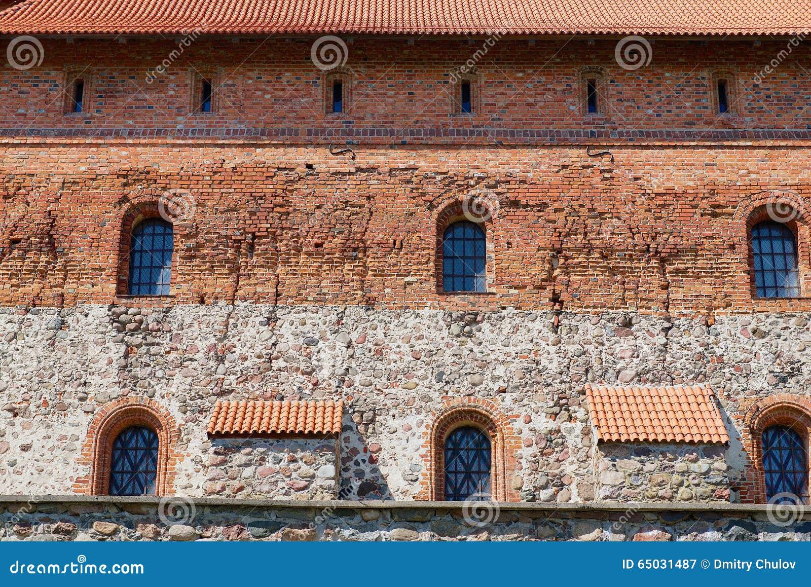 Esterno muro di mattoni del castello di trakai di vecchio for Esterno in mattoni