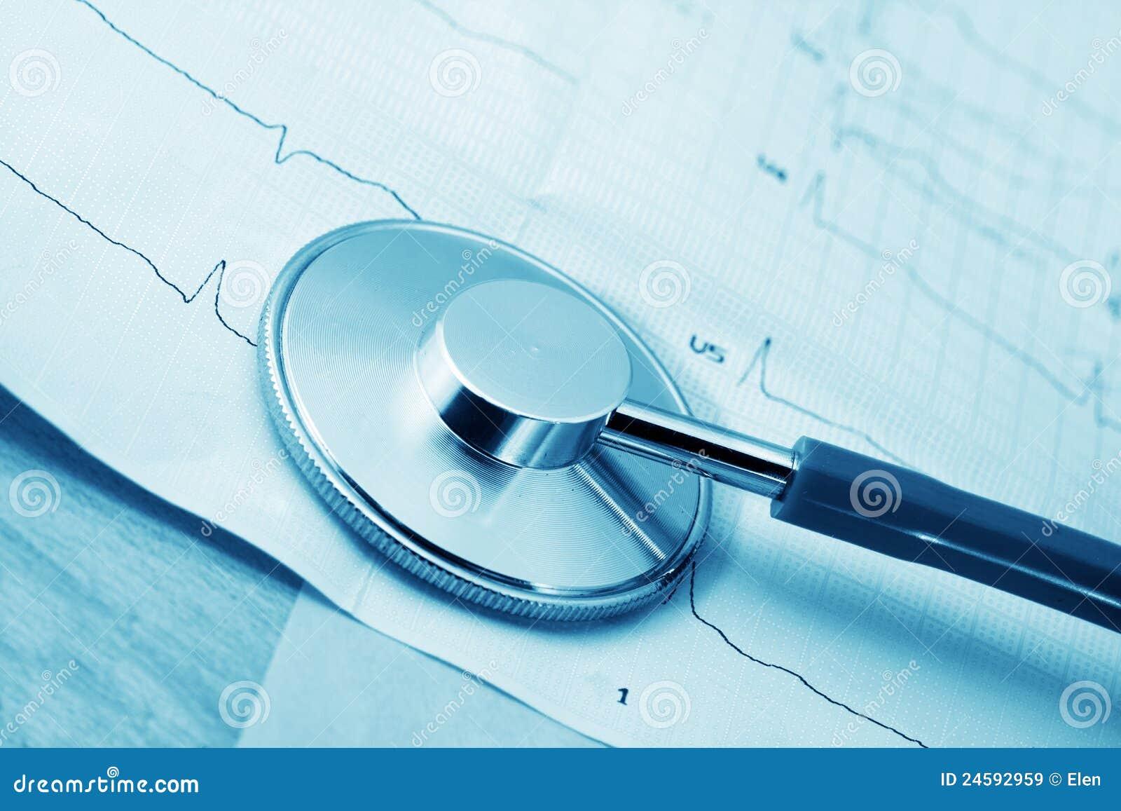 Estetoscópio e cardiograma