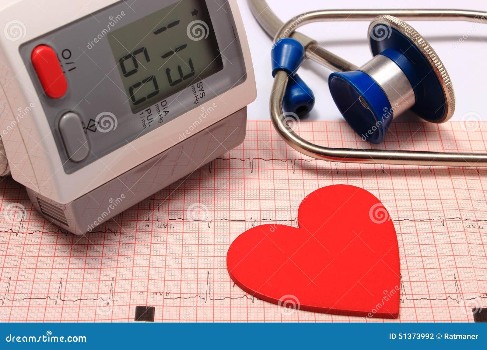 Estetoscópio, forma do coração, monitor da pressão sanguínea no eletrocardiograma
