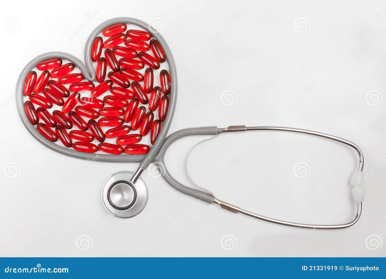 Estetoscopio Aislado Con En Forma De Corazón Rojo