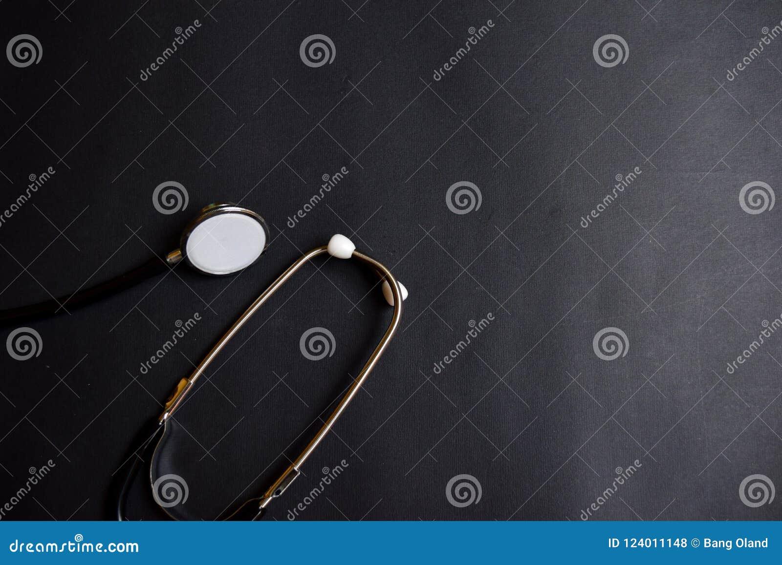 Estetoscopio negro Inspiración del concepto de la atención sanitaria