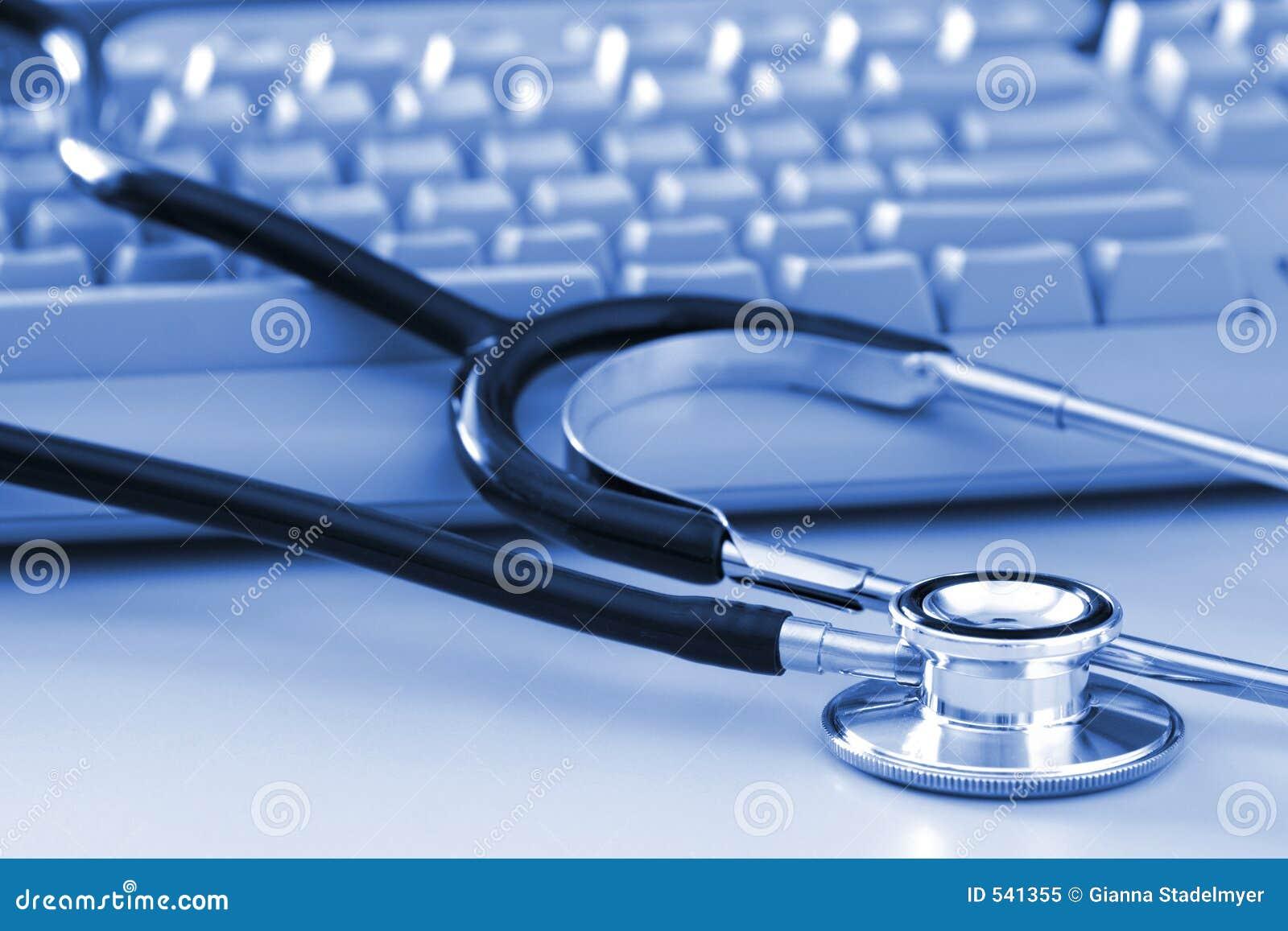 Estetoscopio por el teclado de ordenador
