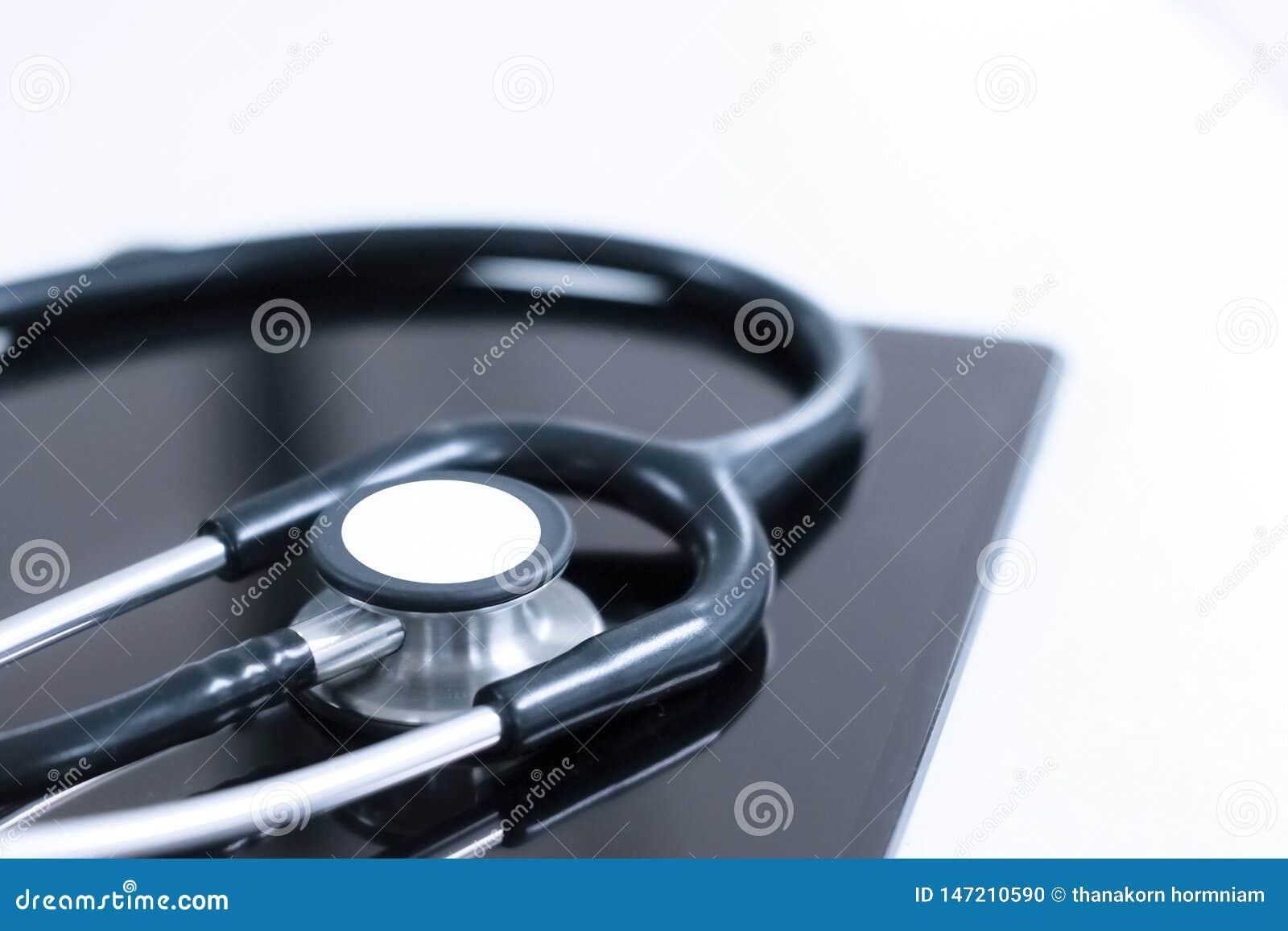 Estetoscopio y tableta