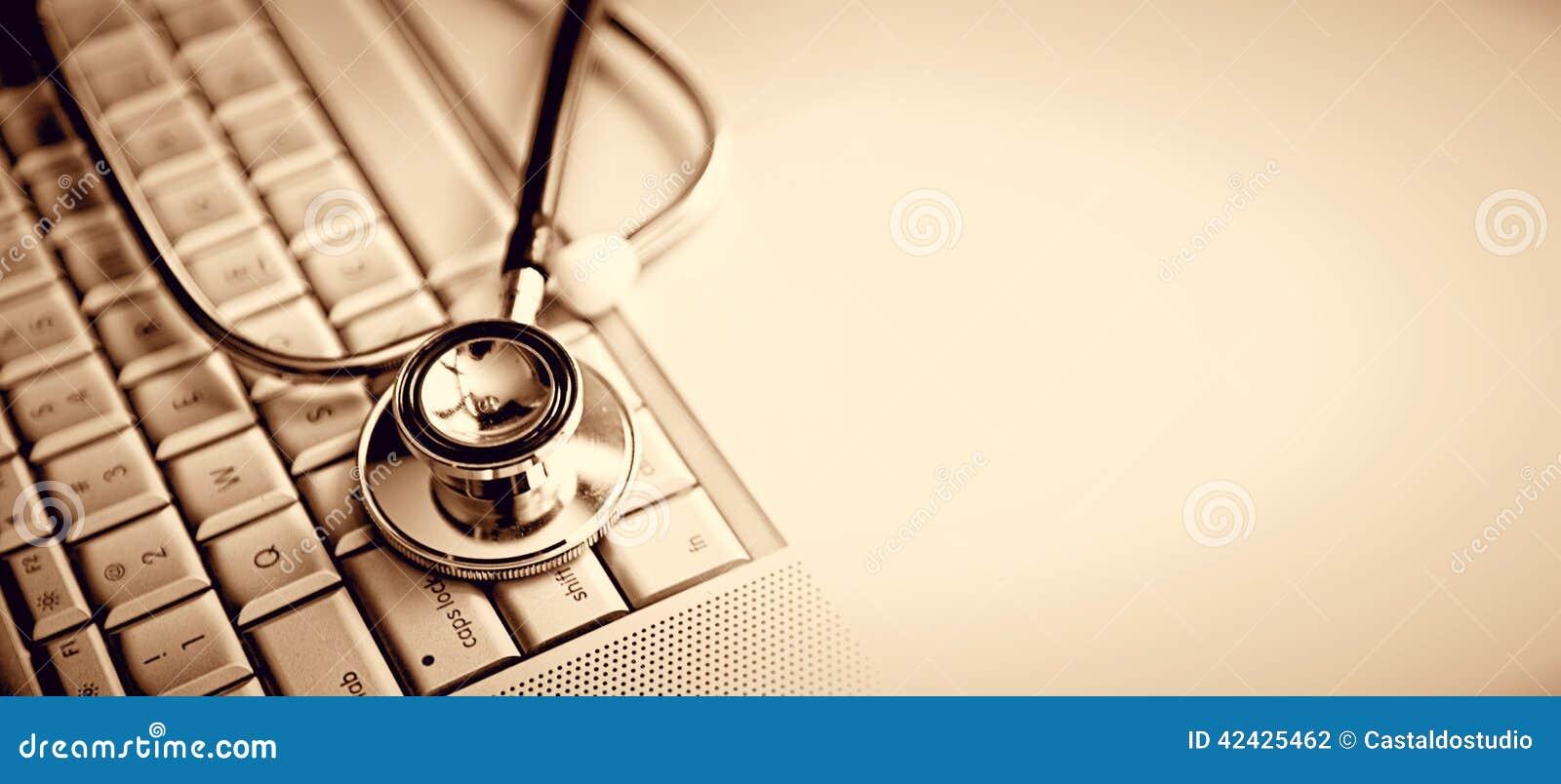Estetoscopio y teclado