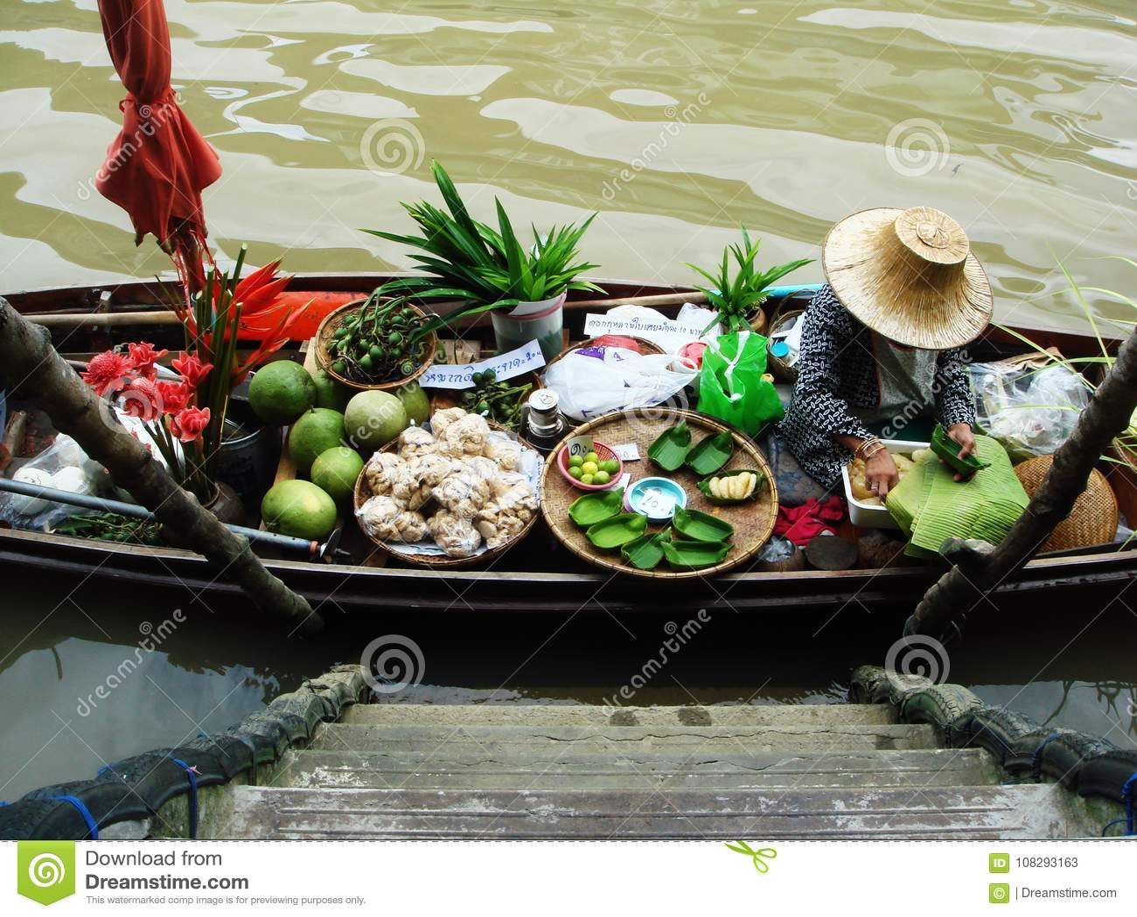 Estilo auténtico flotante del mercado de Tailandia