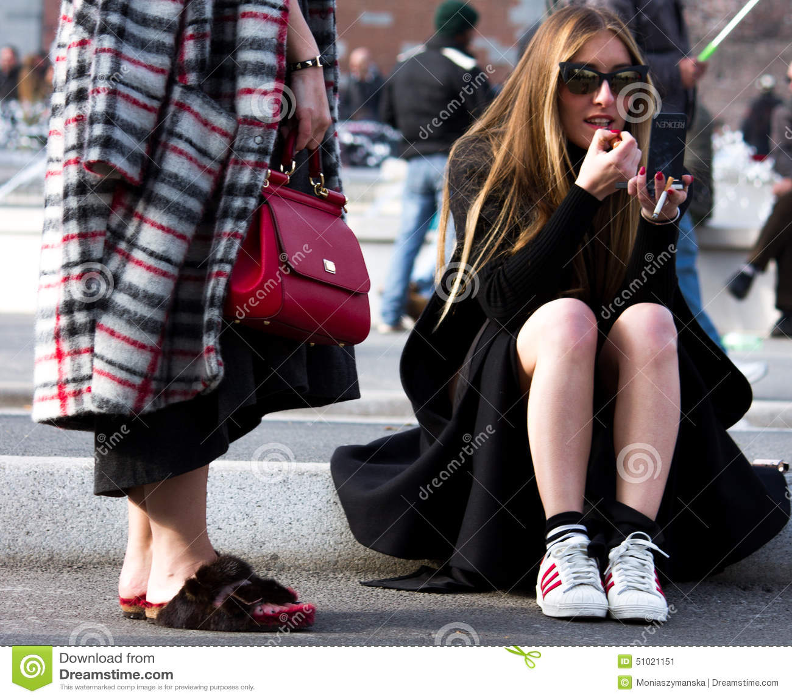 estilo da rua milan fashion week autumn winter 2015 16 foto editorial imagem 51021151. Black Bedroom Furniture Sets. Home Design Ideas