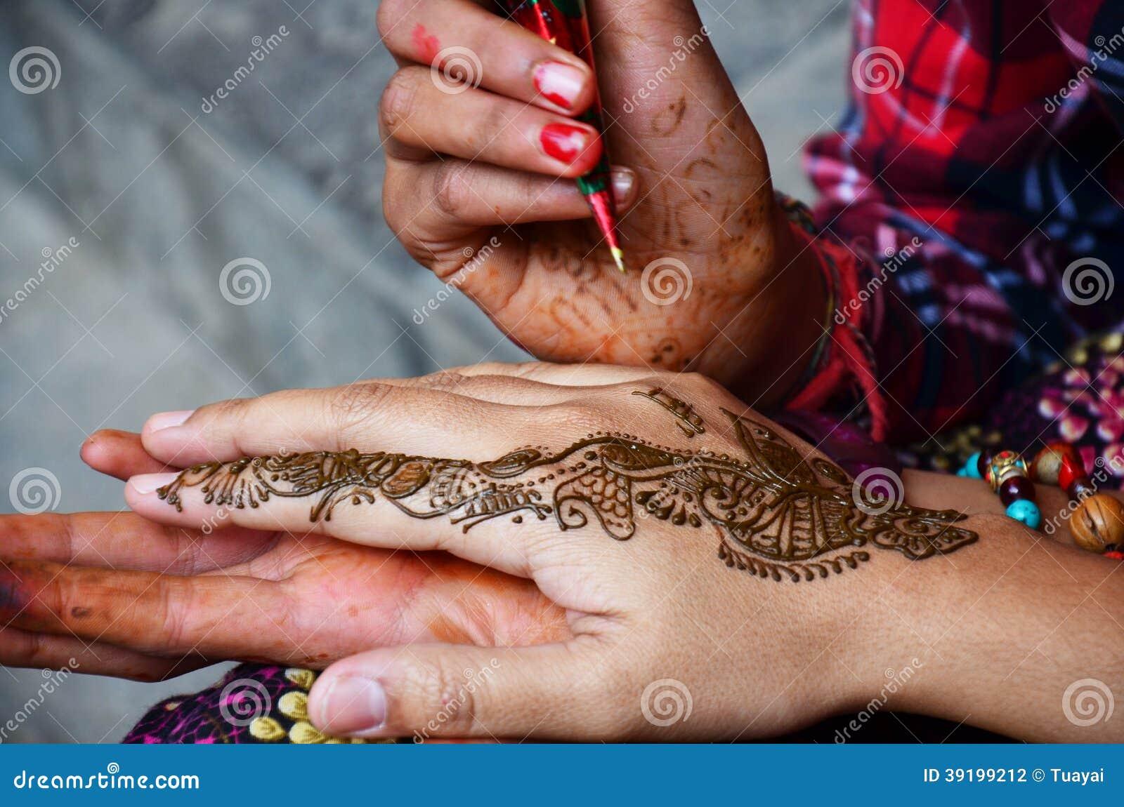 Estilo De India De Mehndi Ou De Hena Em Nepal Foto De Stock - Imagem De Nepal, Naughty -4810
