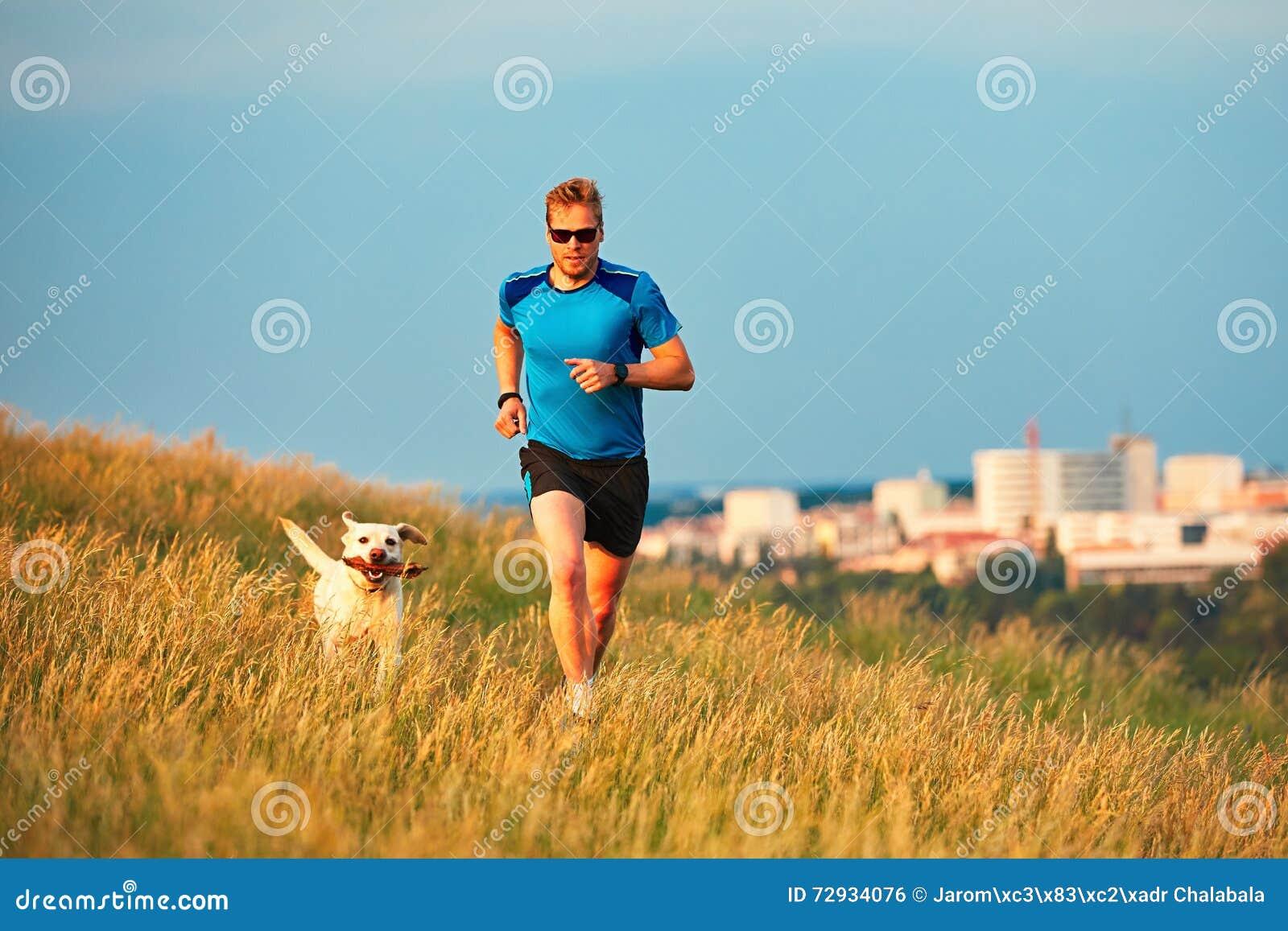Estilo de vida do esporte com cão