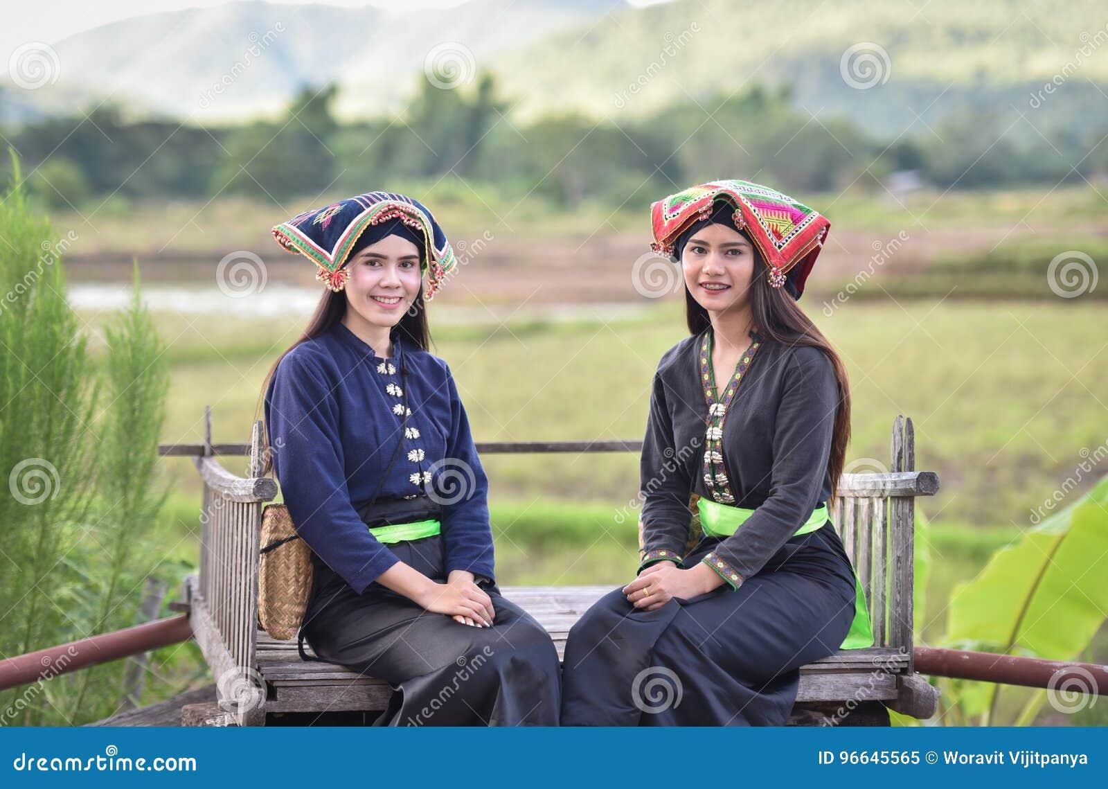 Estilo del asiático de las muchachas de la sonrisa