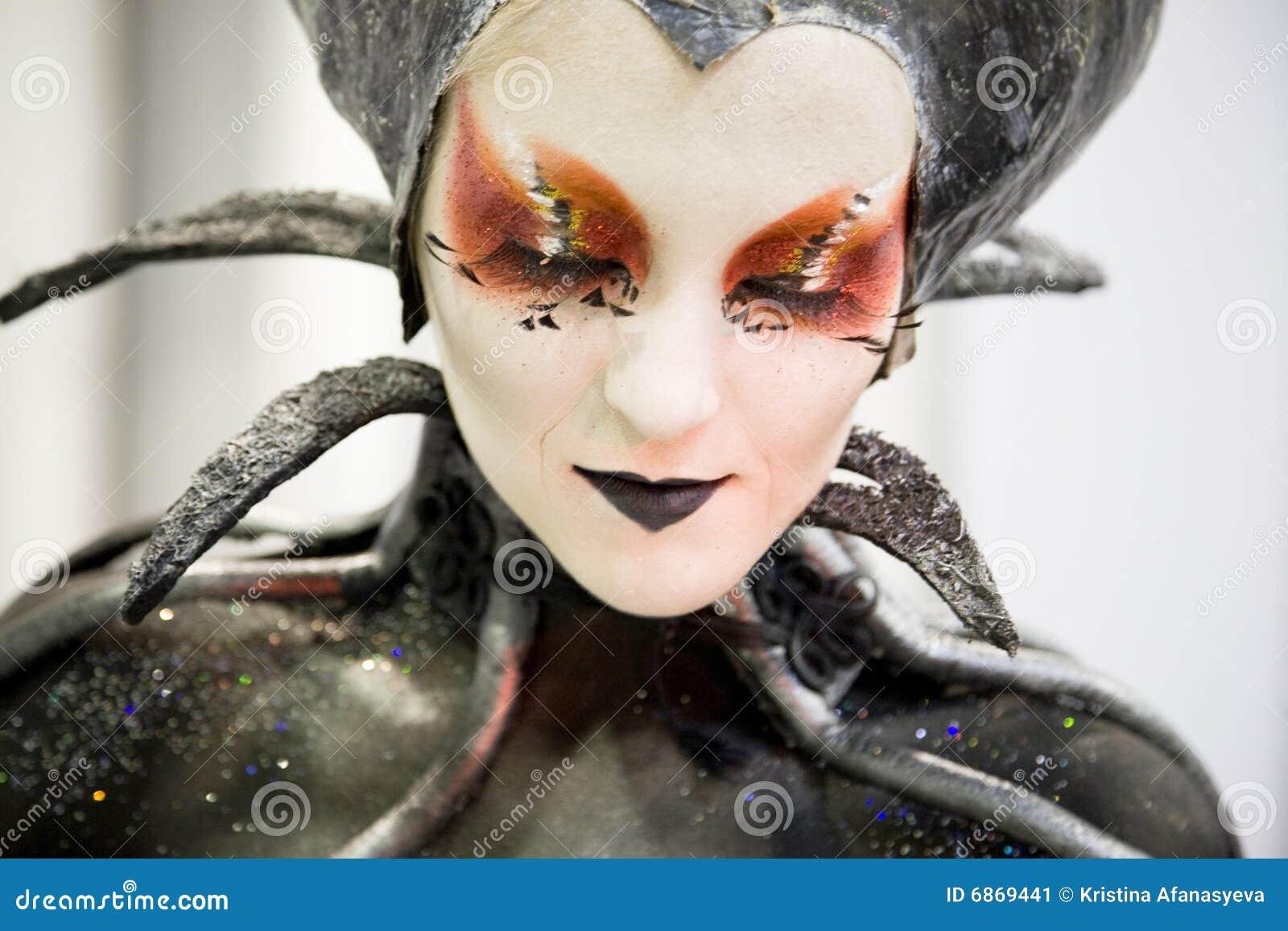 estilo del vampiro maquillaje y demostracin de bodyart foto editorial