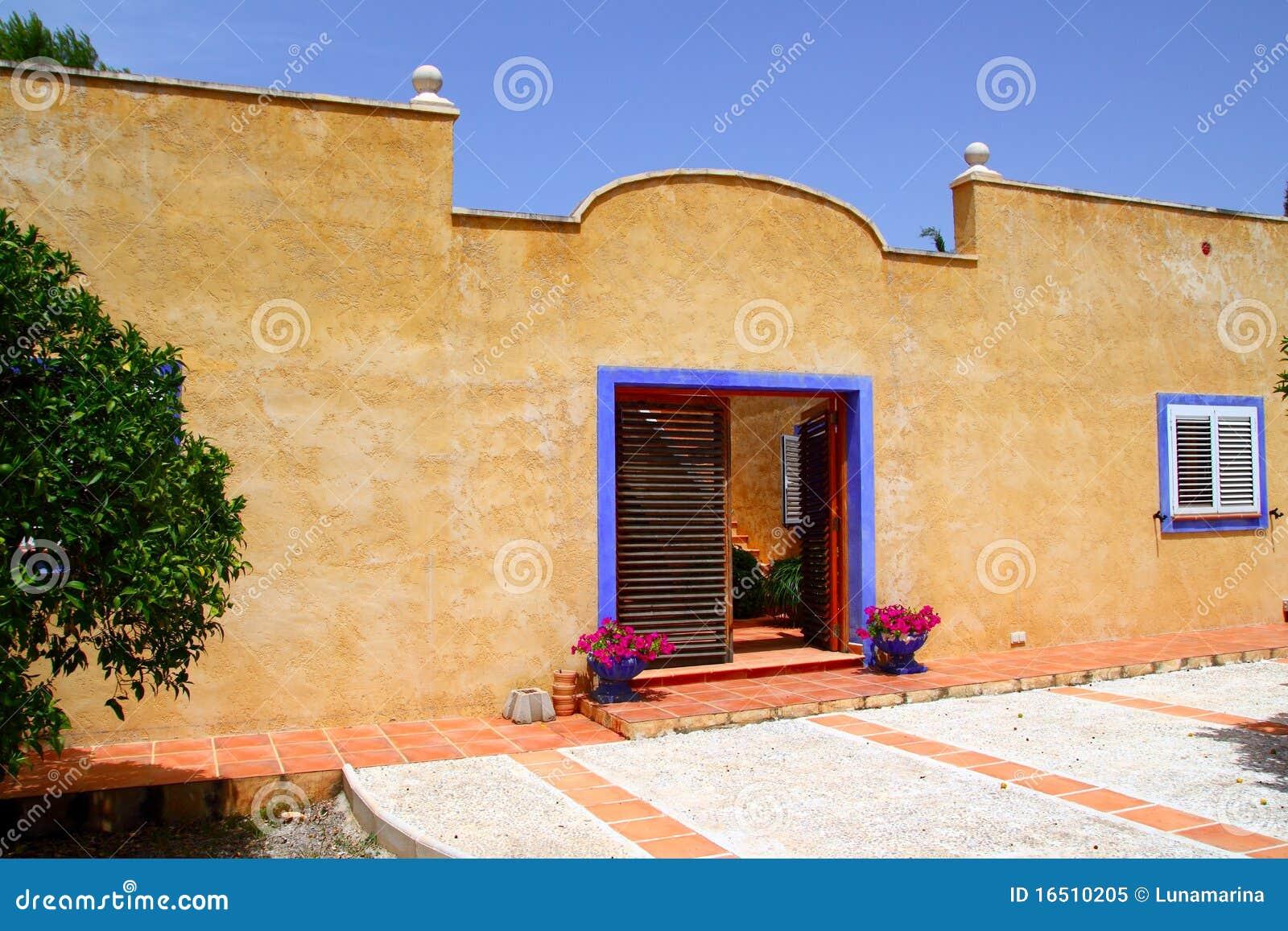 Estilo mediterr neo de la fachada hermosa de la casa foto - Casas del mediterraneo valencia ...
