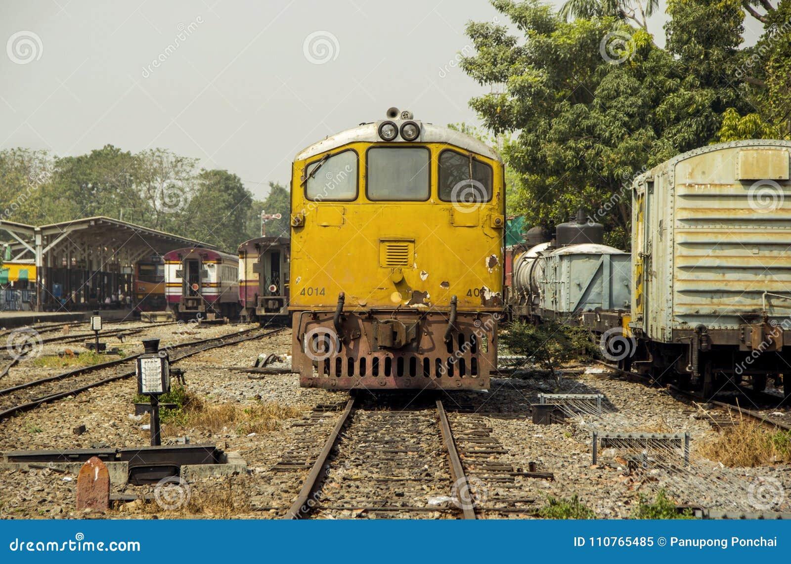 Estilo retro do vintage de Mage do trem diesel velho da locomotiva elétrica
