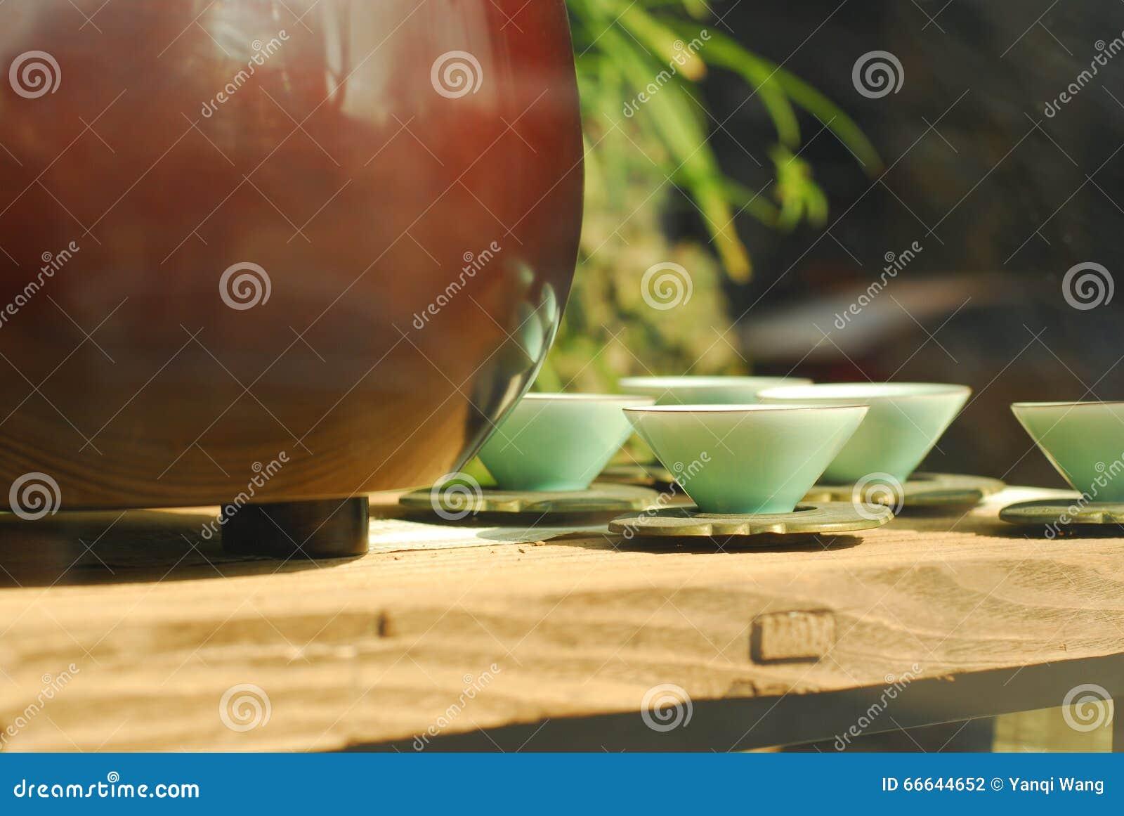 Estilos agradáveis cerâmicos chineses dos copos de chá