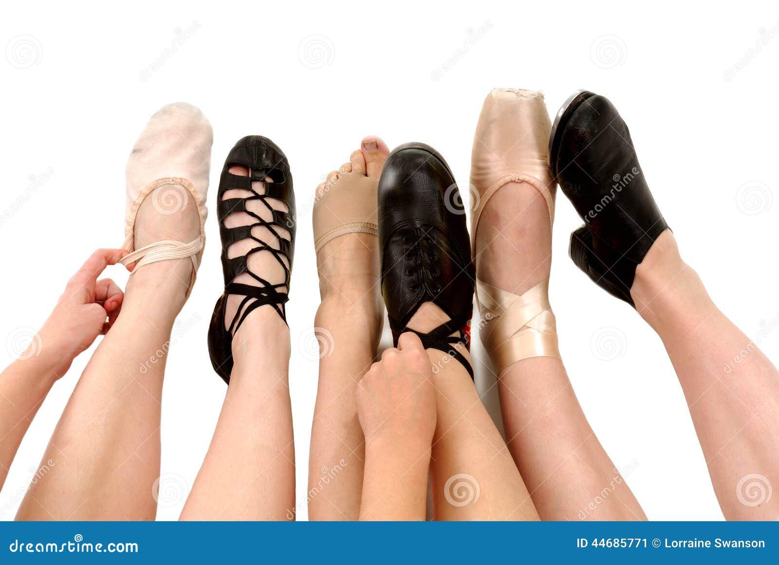Estilos de sapatas da dança nos pés