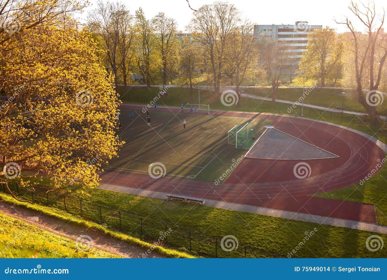 Estland Tallinn - 06 MAJ 2016: Yngre fotbollslagutbildning på stadion