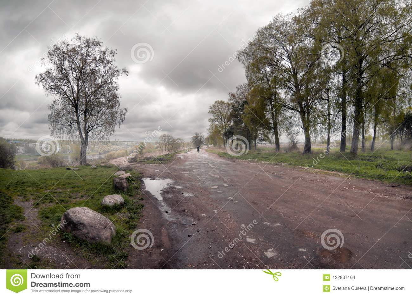 A estrada à névoa Tver Rússia