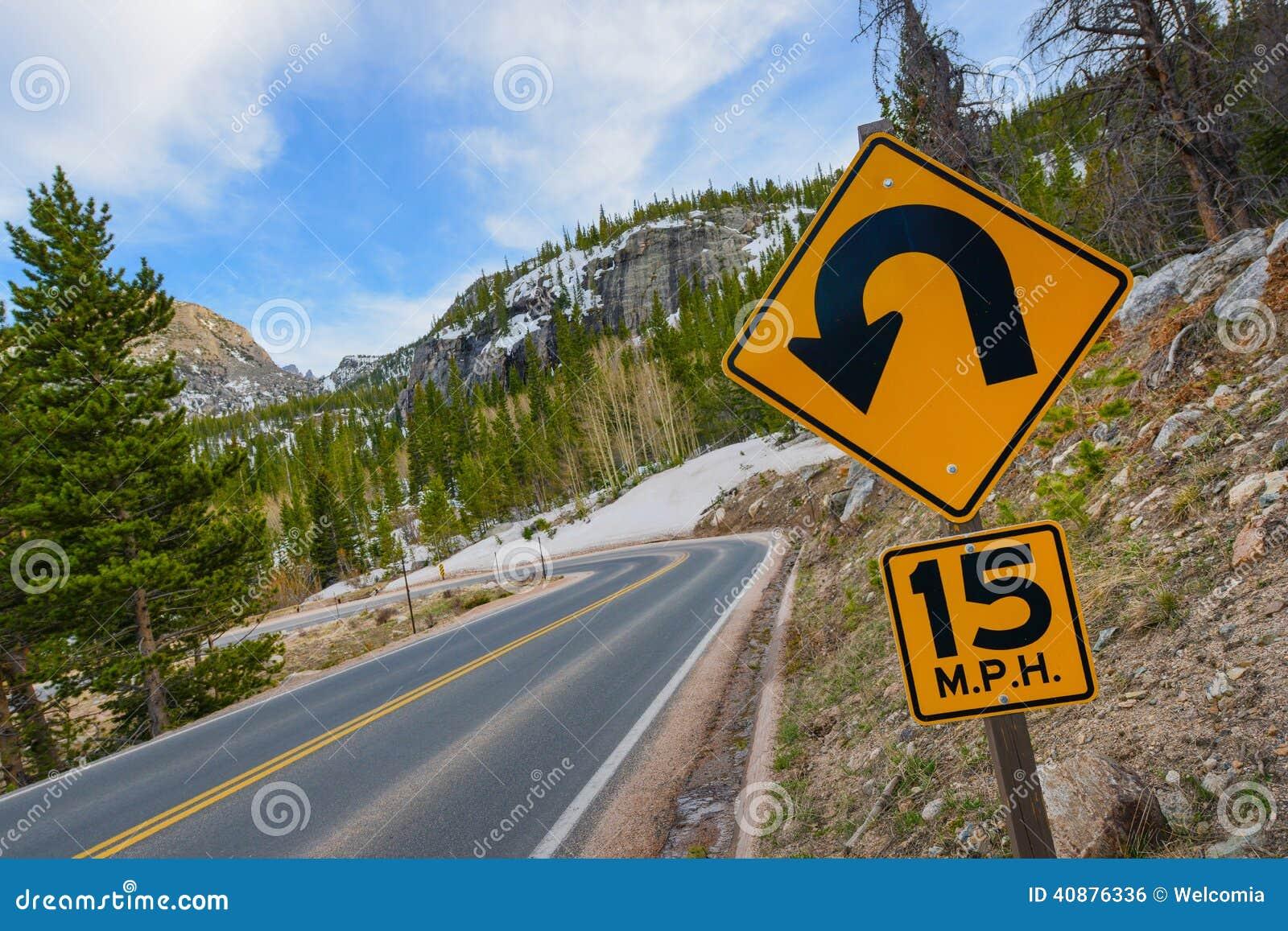 Estrada afiada da curva