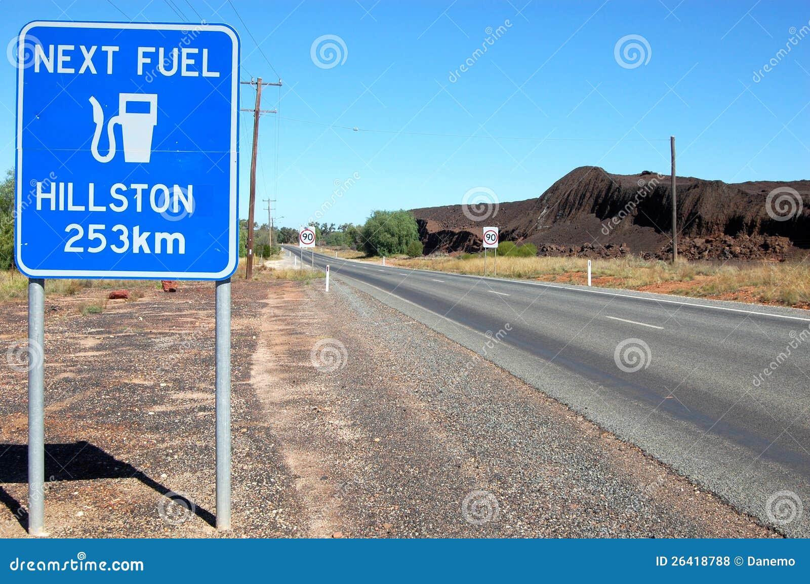 A estrada assina dentro o interior Cobar Austrália