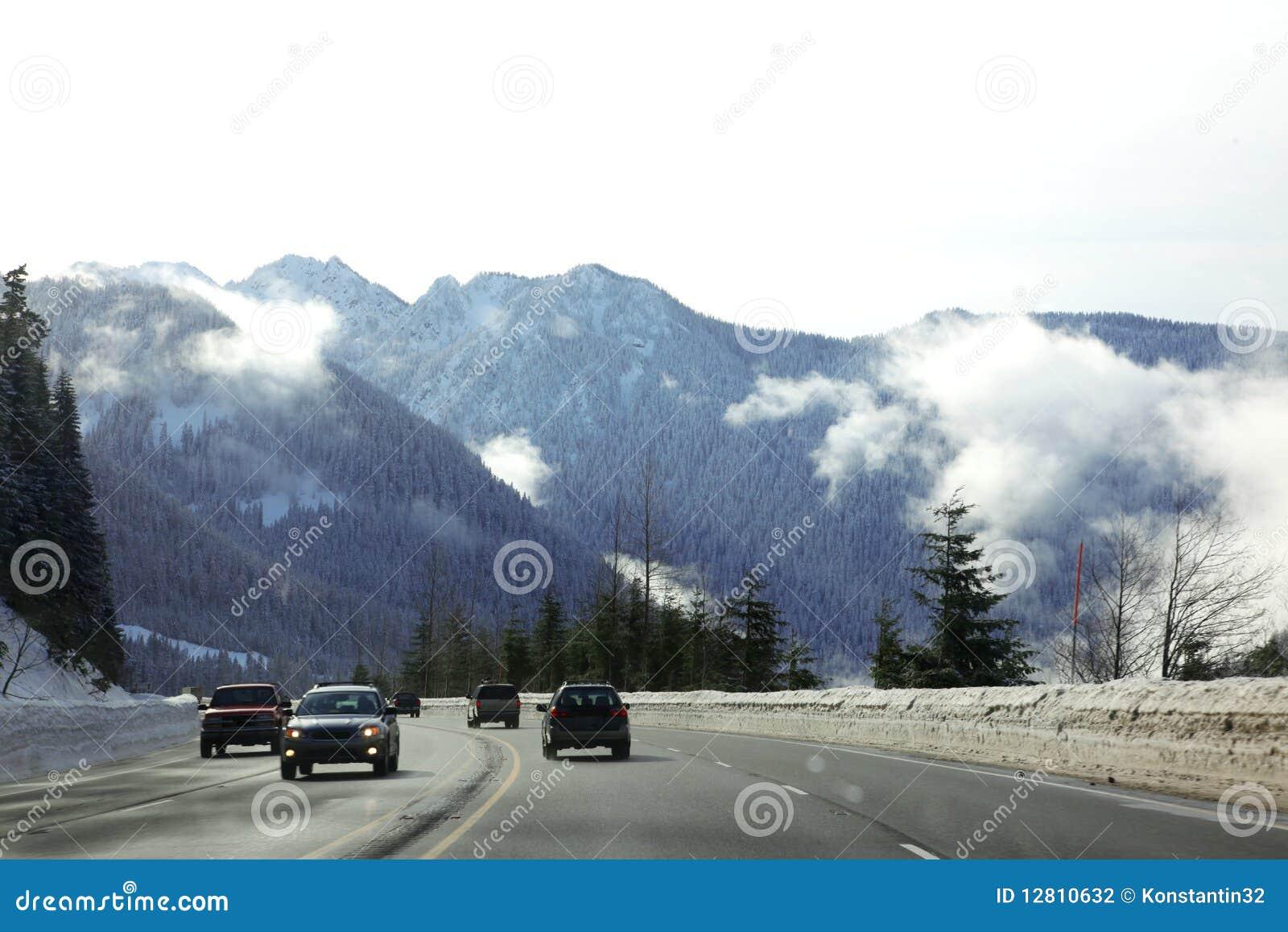 Estrada com Mt, inverno frio em Montana