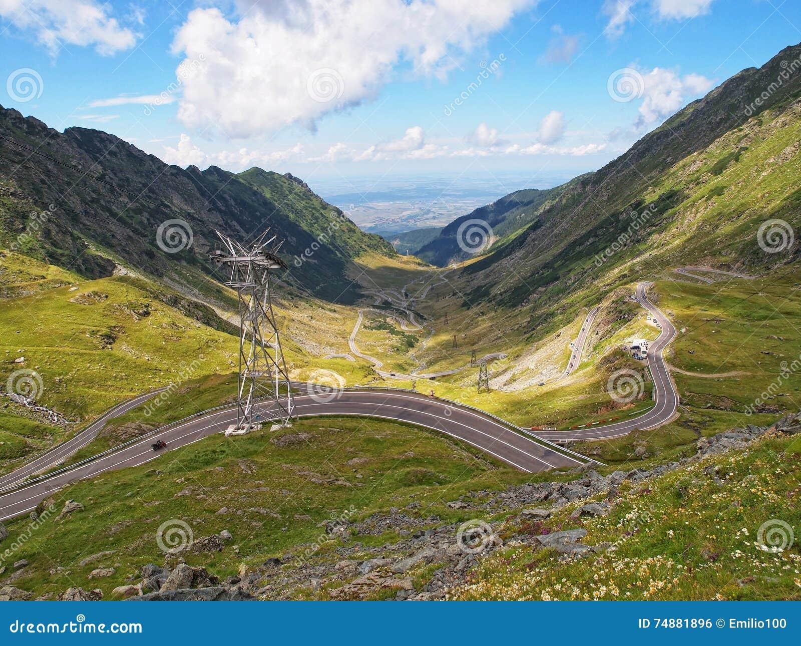 Estrada da montanha de Transfagarasan em Romênia