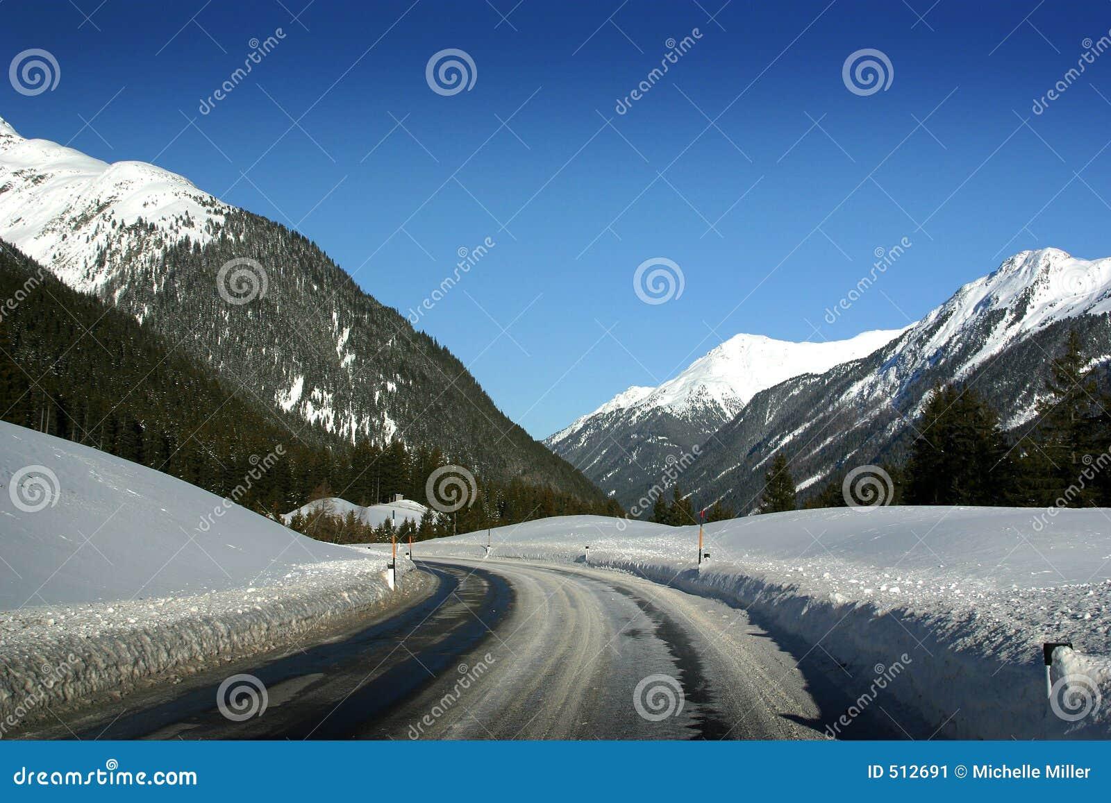 Estrada de Ischgl Áustria a St Anton