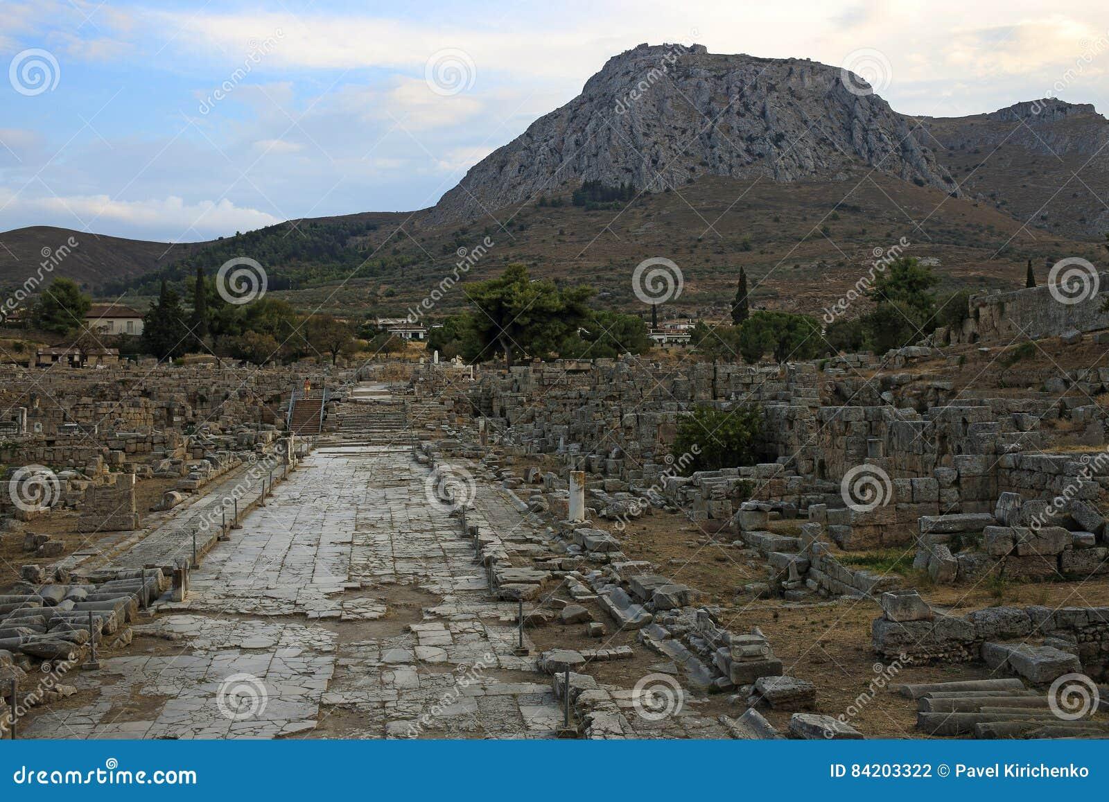 Estrada de Lechaio em Corinth antigo, Grécia
