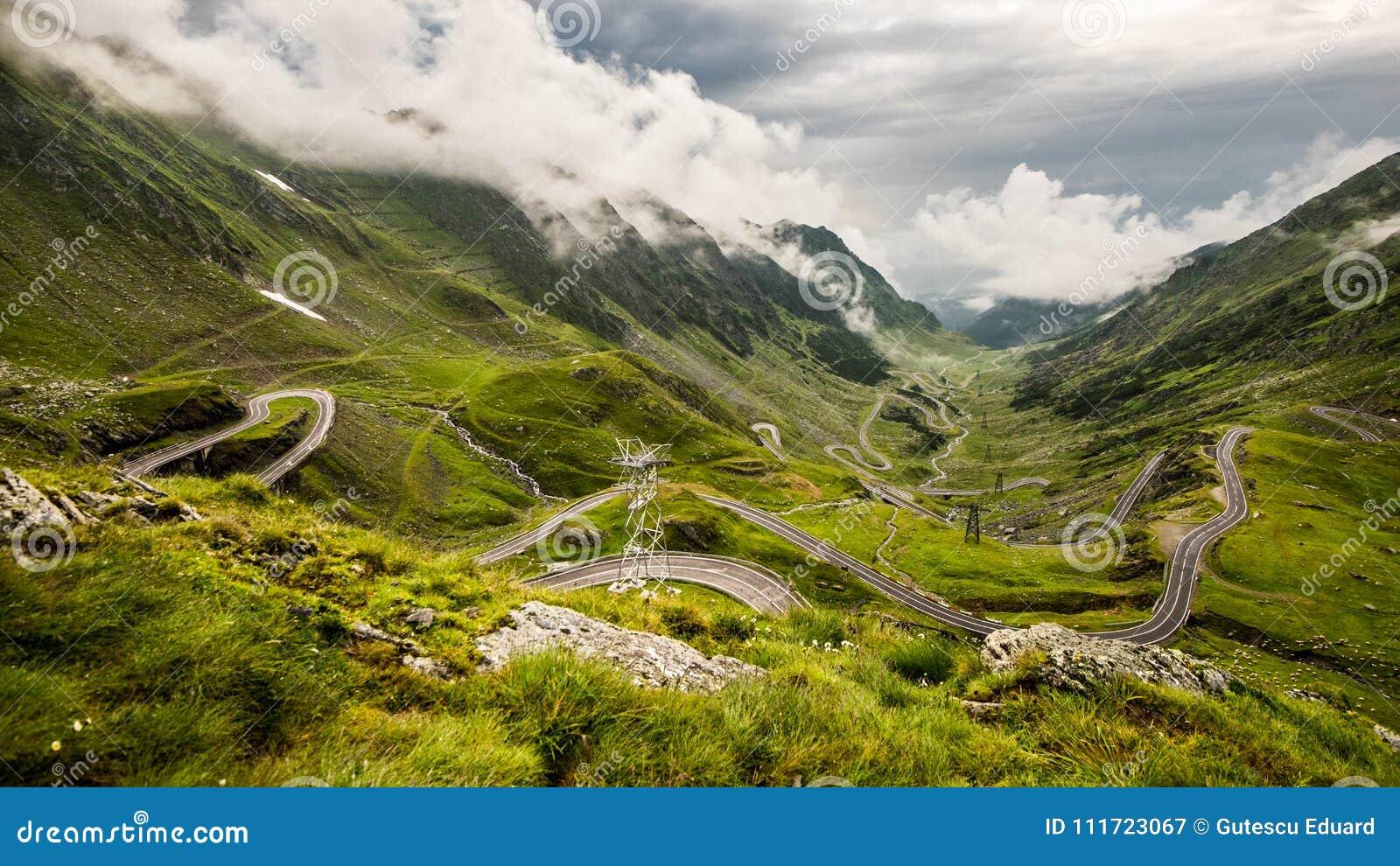 Estrada de Transfagarasan na montanha de Fagaras, Romênia