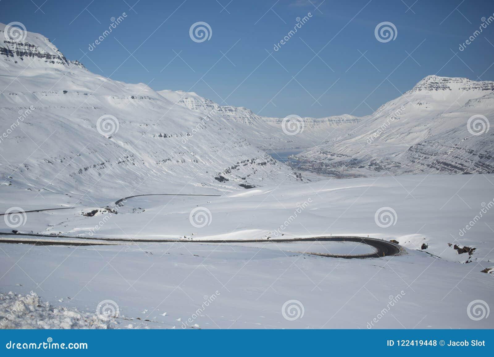Estrada islandêsa do inverno