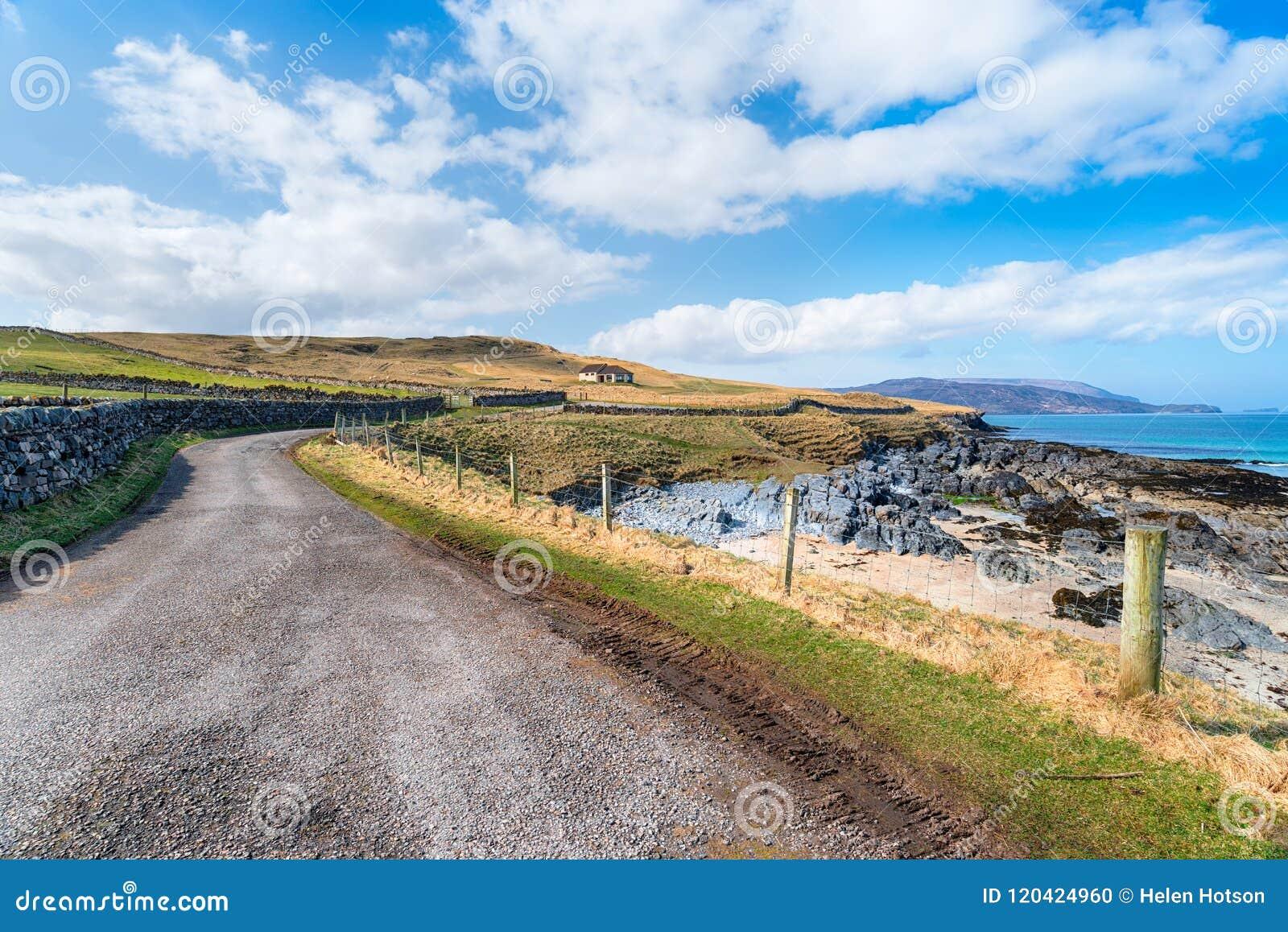 Estrada litoral em Durness