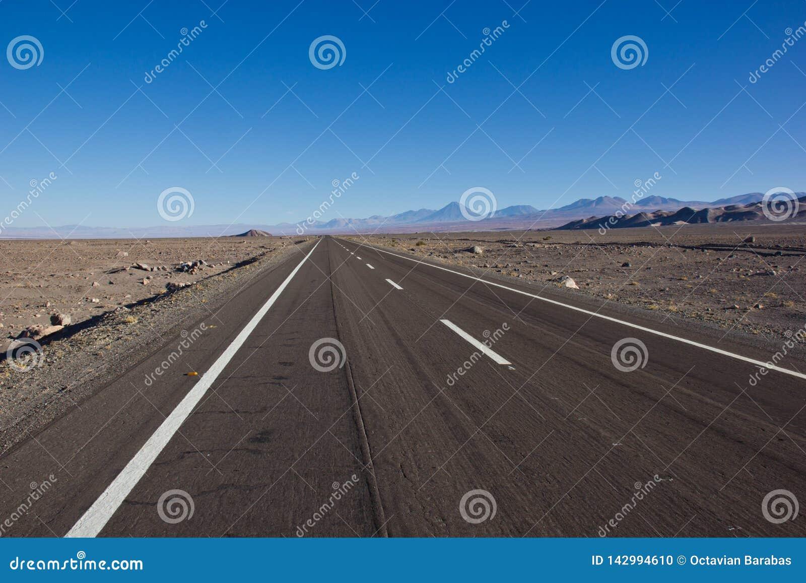 A estrada a mais longa em Ámérica do Sul/bandeja americana