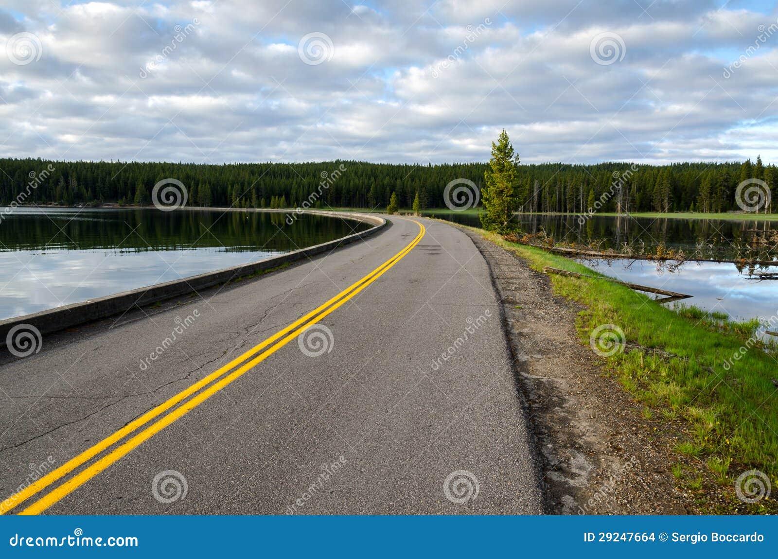 Download Estrada No Lago Yellowstone Foto de Stock - Imagem de américa, paisagem: 29247664