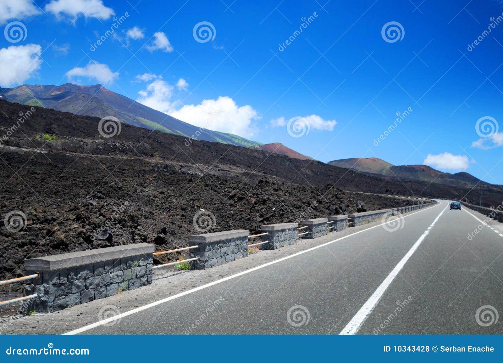 Estrada perto de Mt. Etna, Sicília