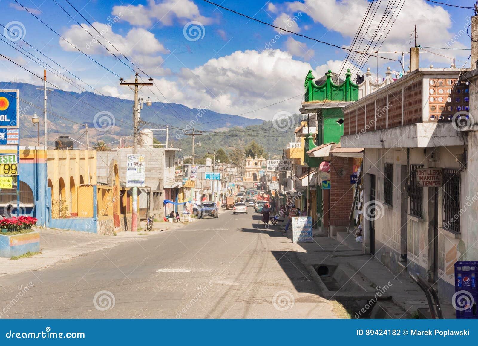 Estrada principal na cidade de Patzun na Guatemala