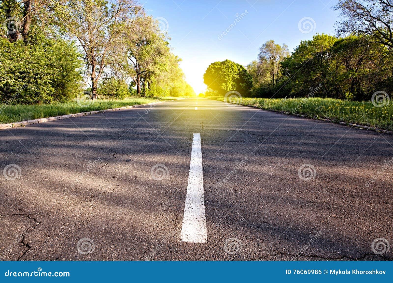 Estrada secundária à luz solar