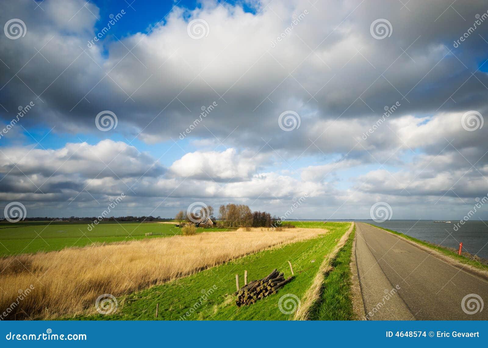Estrada secundária nos Países Baixos