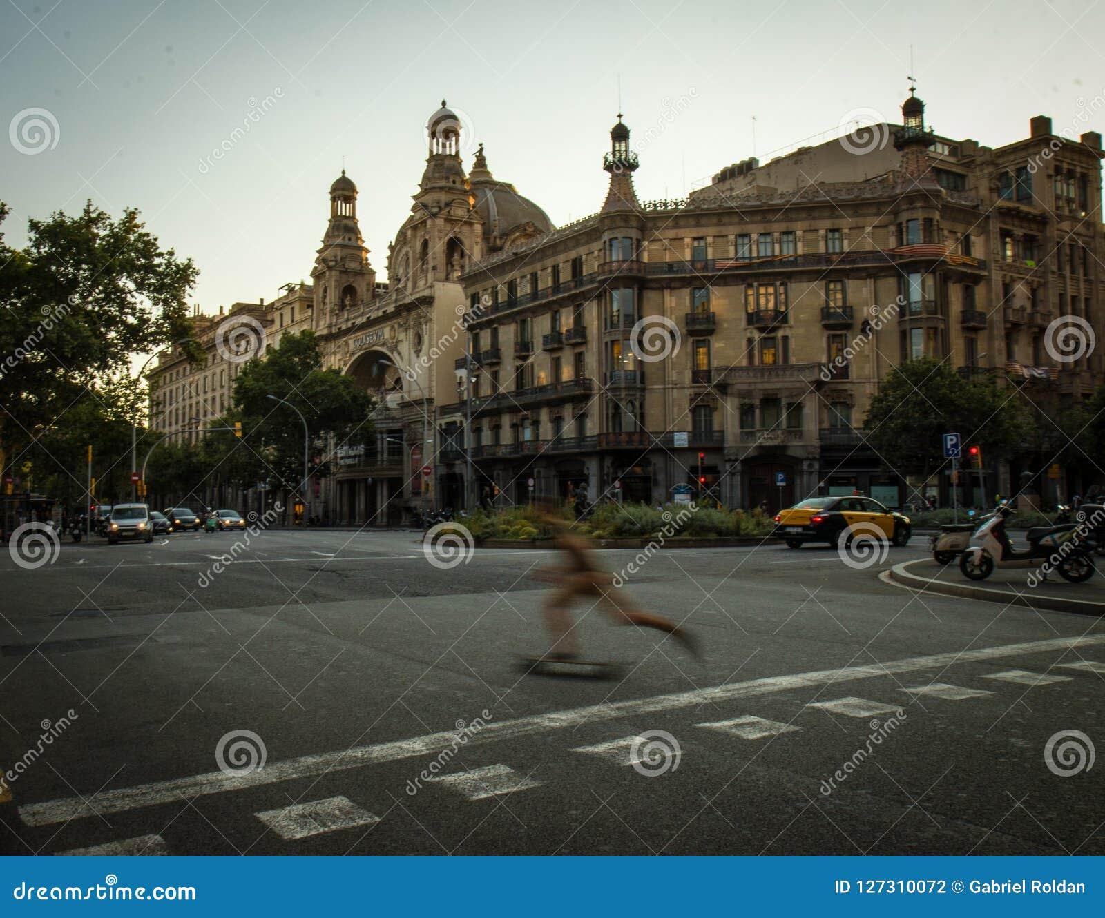 Estrada transversaa em Barcelona moderna