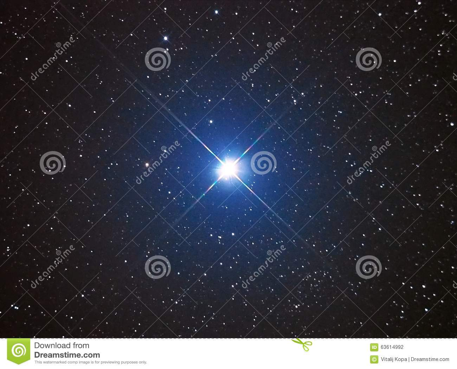 Estrela brilhante Capella no céu noturno