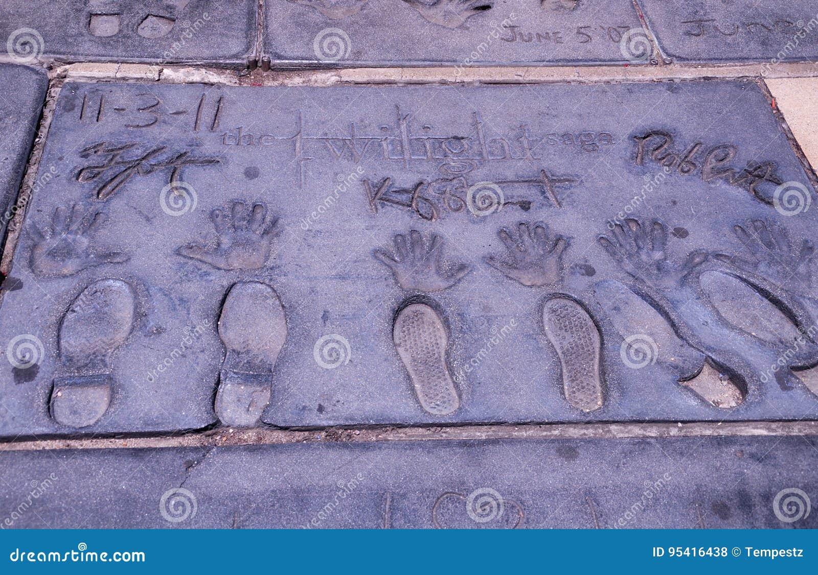 Estrellas de cine crepusculares mano e impresiones del pie